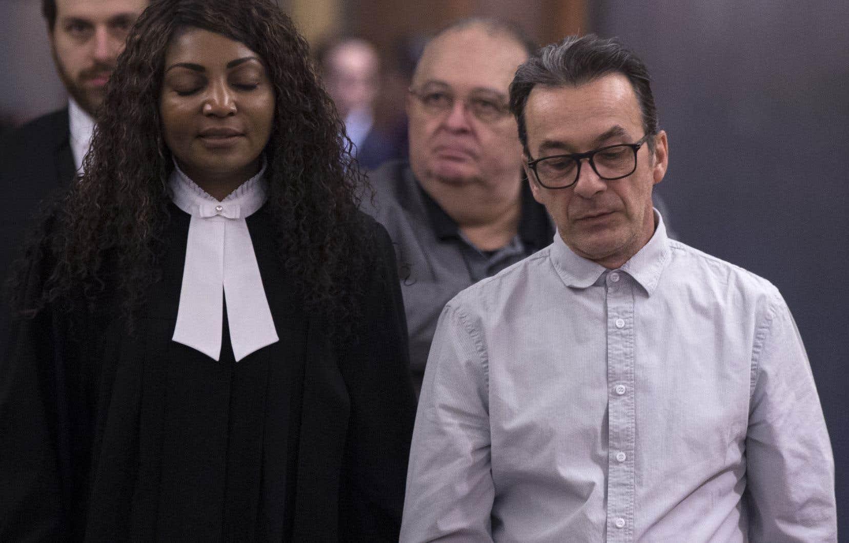 Accusé d'avoir étouffé son épouse atteinte d'Alzheimer, Michel Cadotte est déclaré coupable d'homicide involontaire.