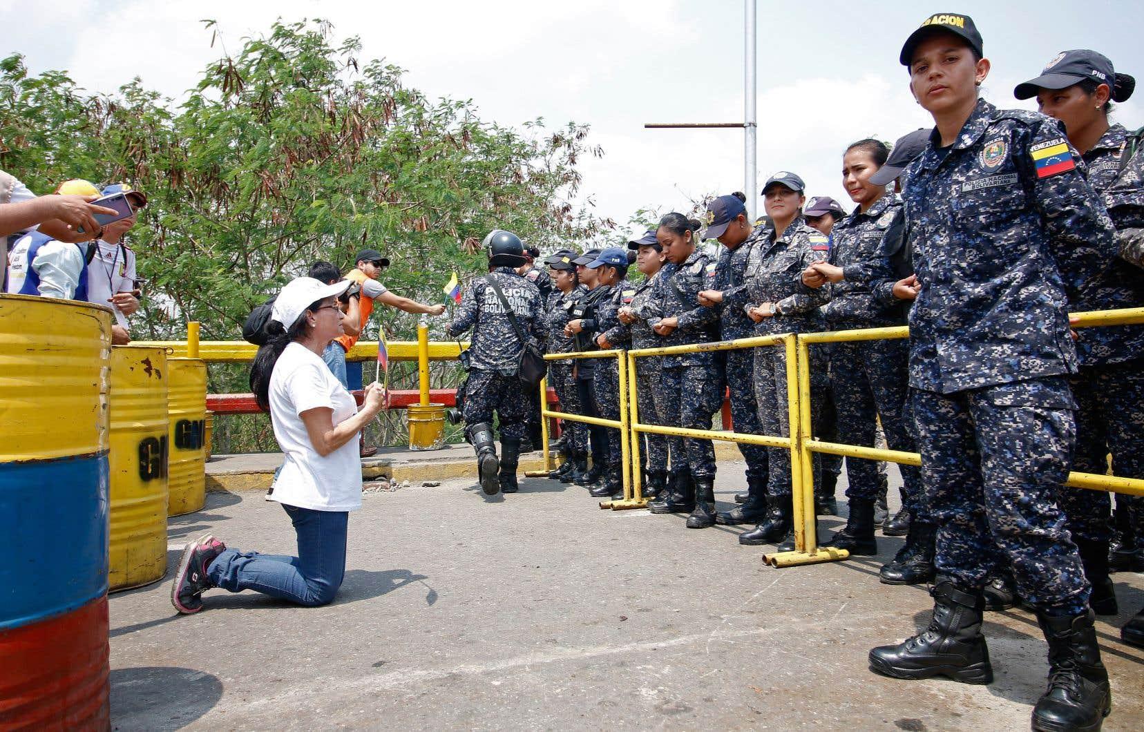Les partisans de l'opposant Juan Guaido ont dû renoncer à livrer une aide humanitaire attendue avec impatience.