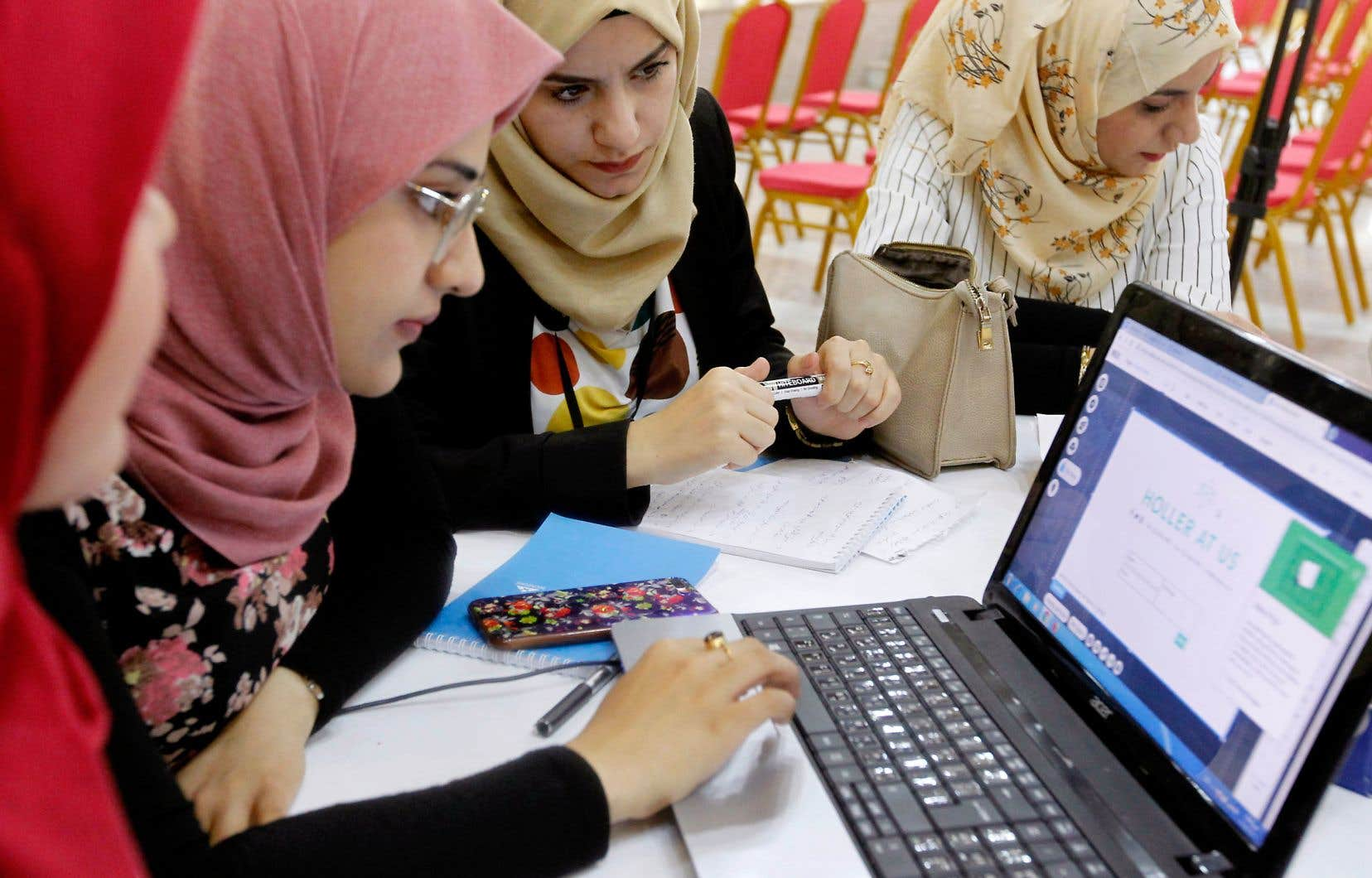 Des Irakiennes font partie de la vingtaine de jeunes entrepreneurs installés à The Station.