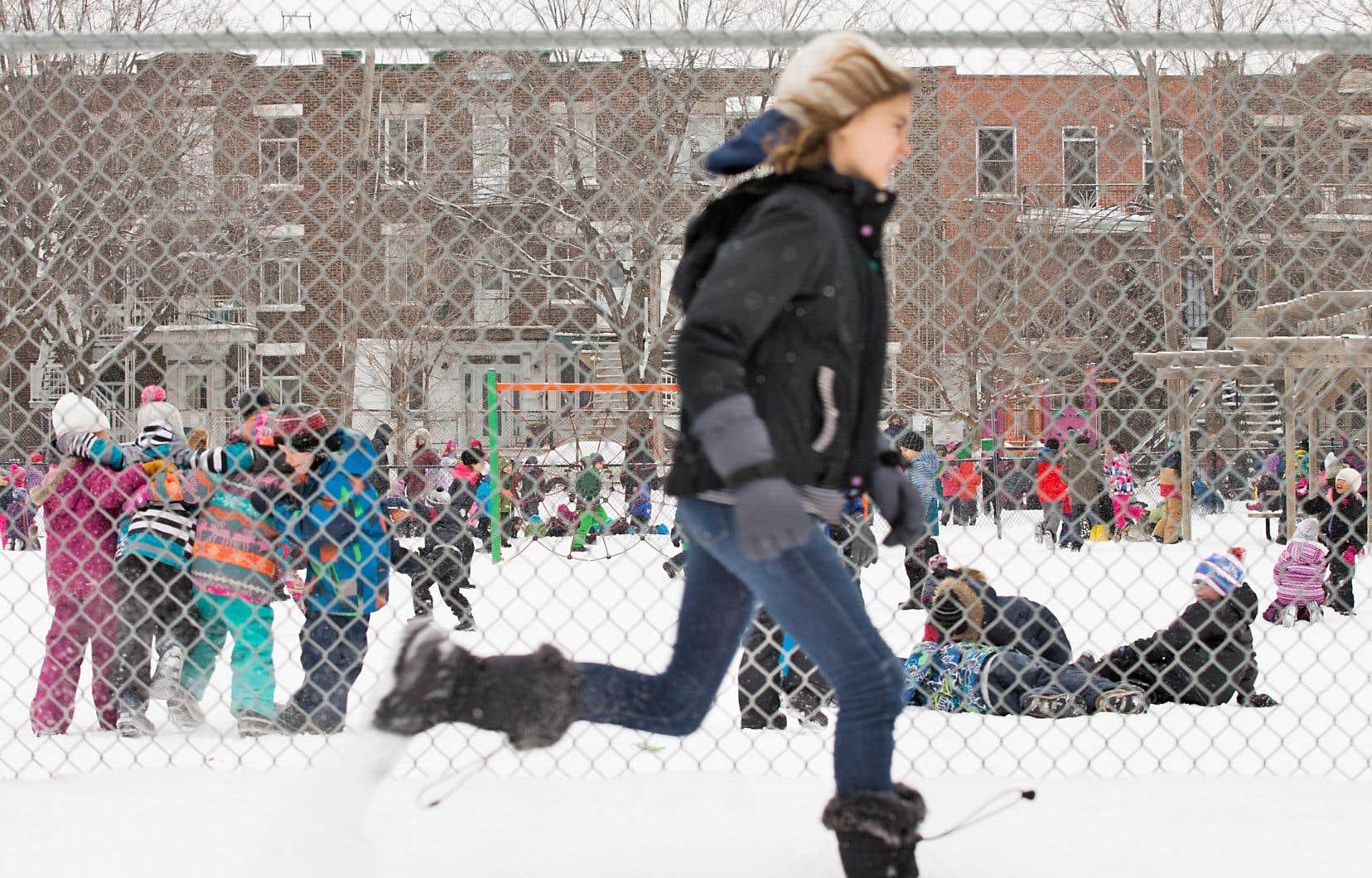 Au moins deux écoles ont annoncé des projets pilotes pour la mise en place de zones d'«activités turbulentes» supervisées dans la cour d'école.