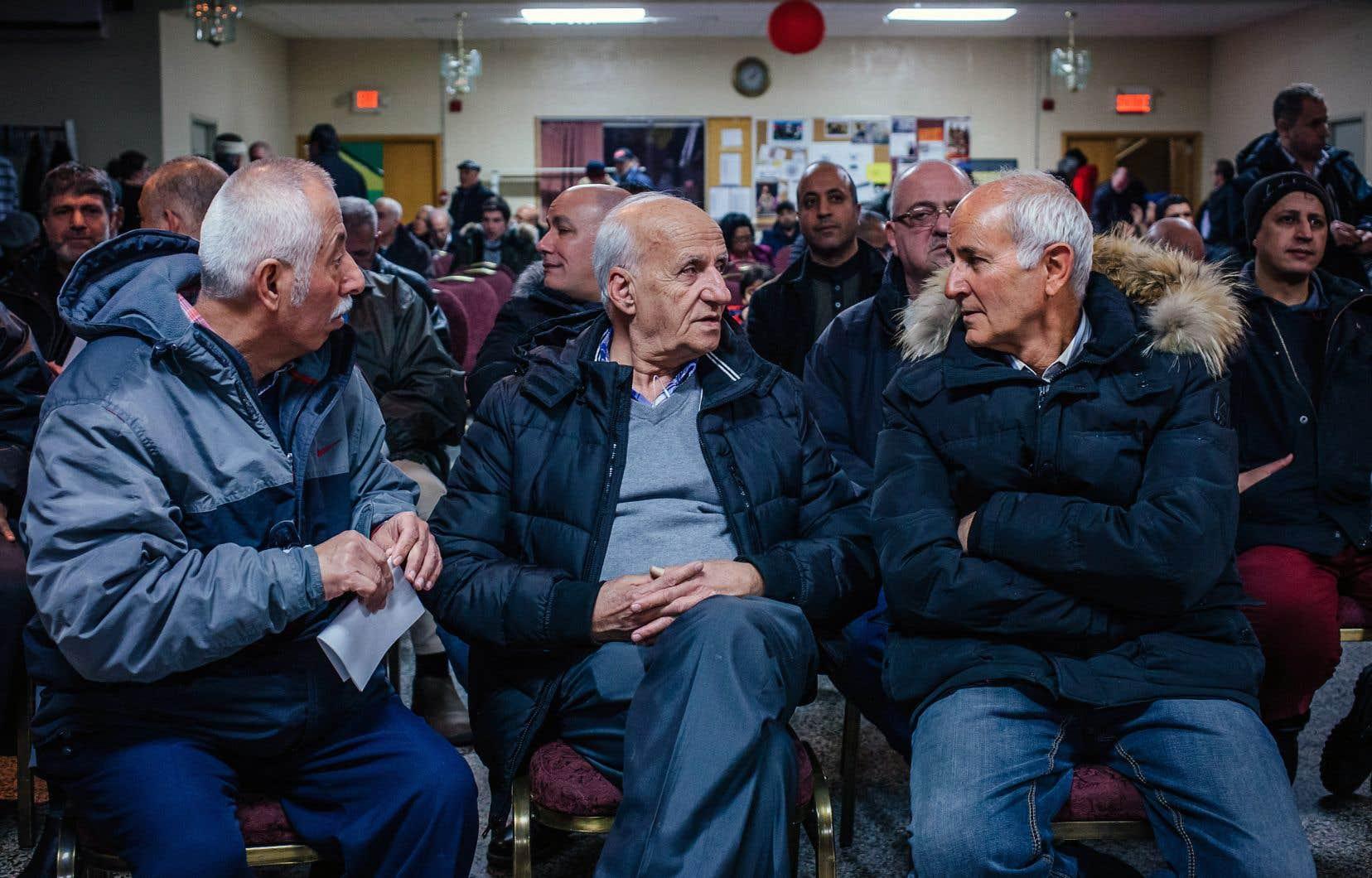 Des membres du Regroupement des propriétaires de taxi de Montréal, de l'Association haïtienne des travailleurs du taxi et du Regroupement des travailleurs autonomes Métallos ont décidé de réunir leurs forces.