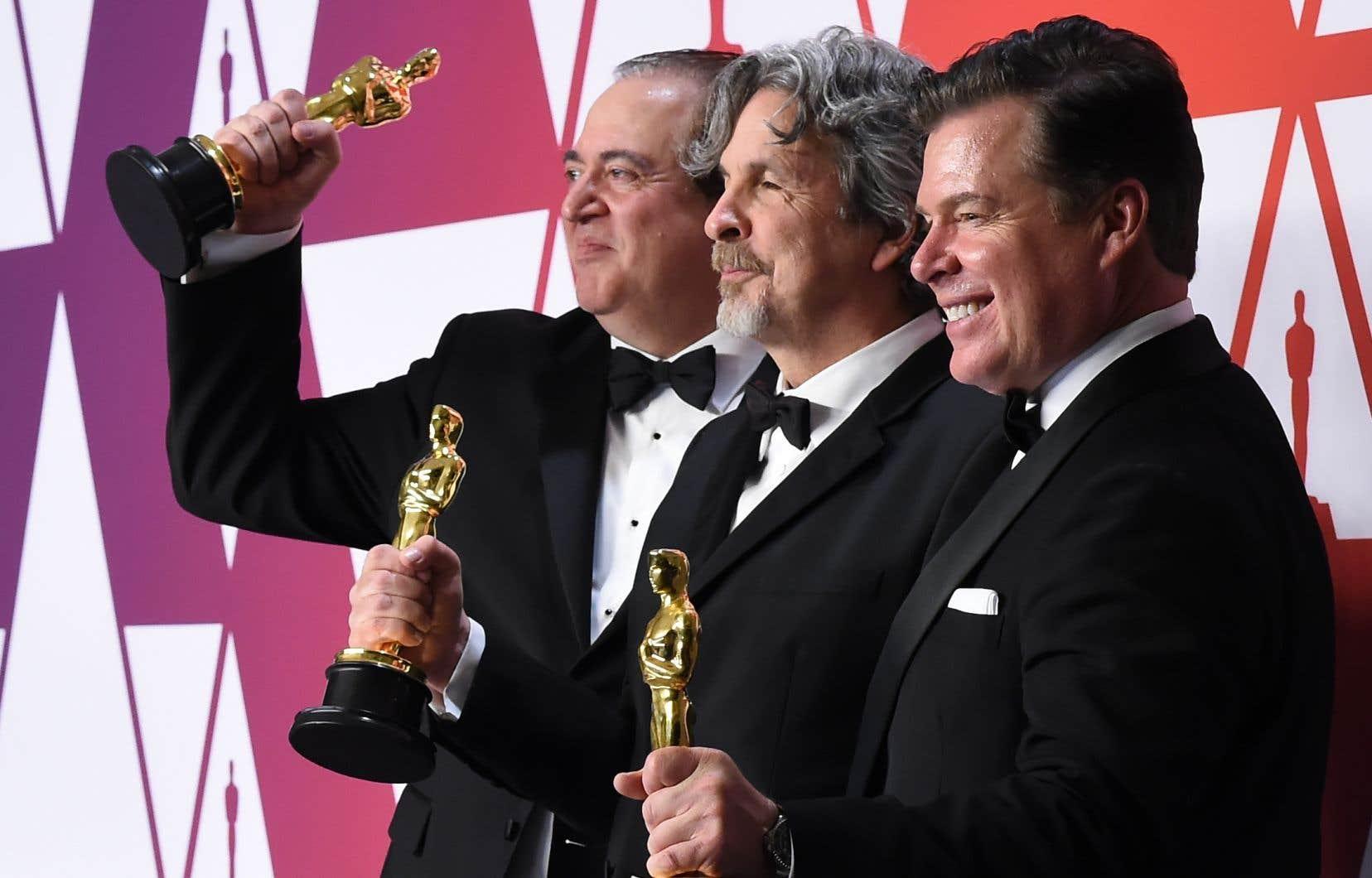 C'est le réalisateur de «Green Book», Peter Farrelly (au centre), qui est reparti dimanche soir avec l'honneur suprême de l'industrie du cinéma américain, soit l'Oscar du meilleur long métrage.