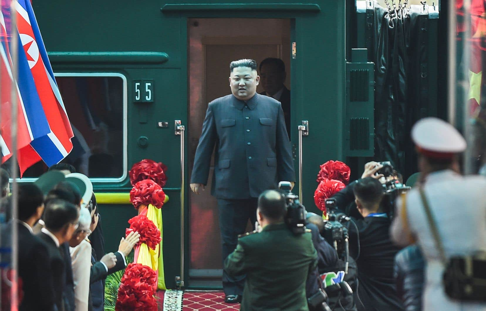 Venant de Chine, Kim Jong-un a débarqué de son train blindé vert olive en gare de Dong Dang.