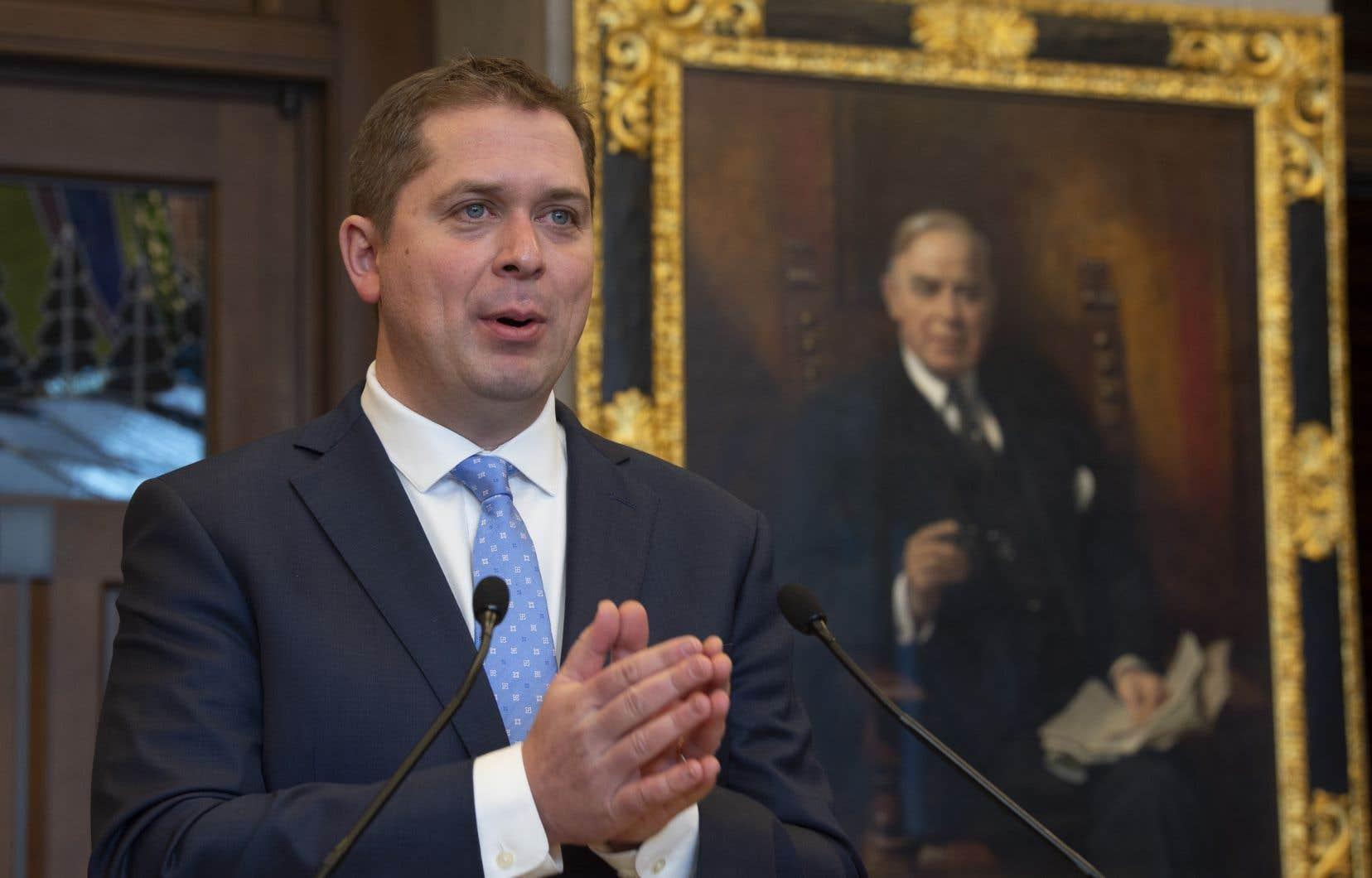 Le chef conservateur Andrew Scheer a tenu un point de presse lundi matin à Ottawa pour discuter de la motion qu'il s'apprêtait à déposer à la Chambre des communes.