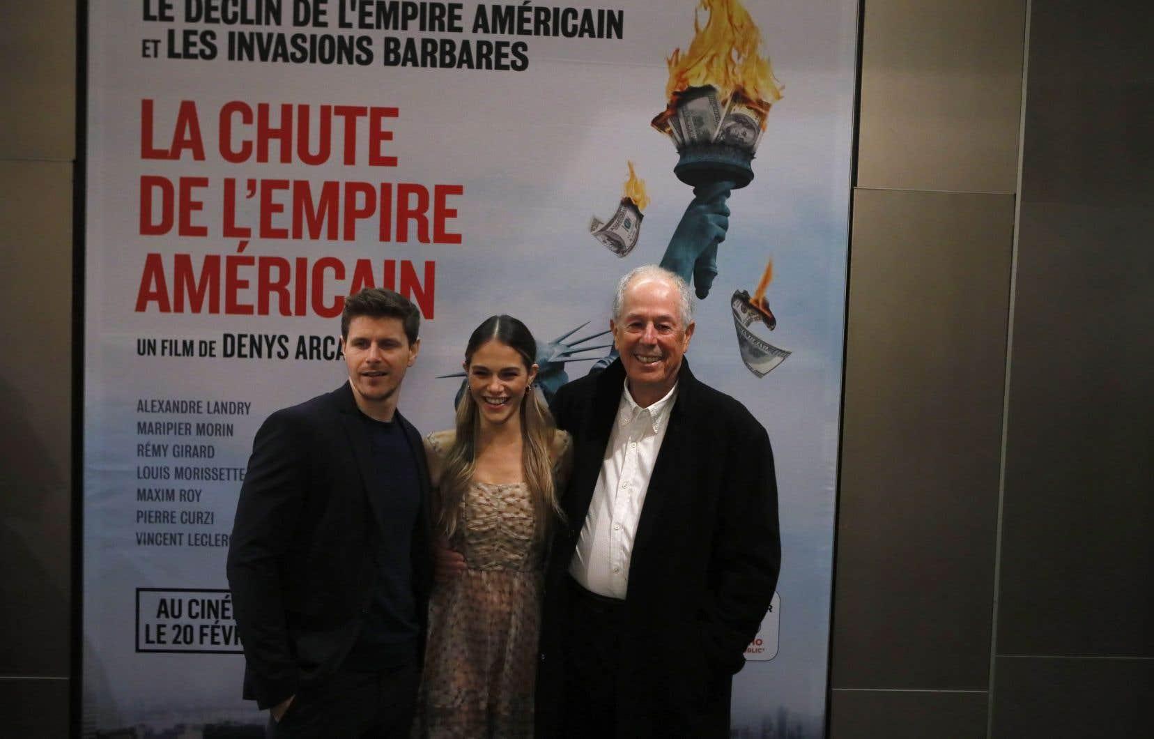 Denys Arcand et deux des principaux acteurs de «La chute de l'empire américain», Alexandre Landry et Maripier Morin, lors de la première française du film à Paris le 12 février dernier