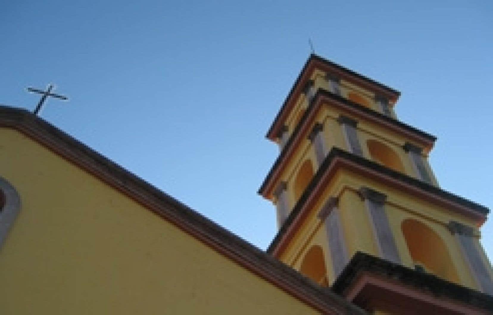 Le clocher du temple de San Martin Caballero de la ville de San Martin Chalchicuatla, situé dans la Huasteca Potosina.