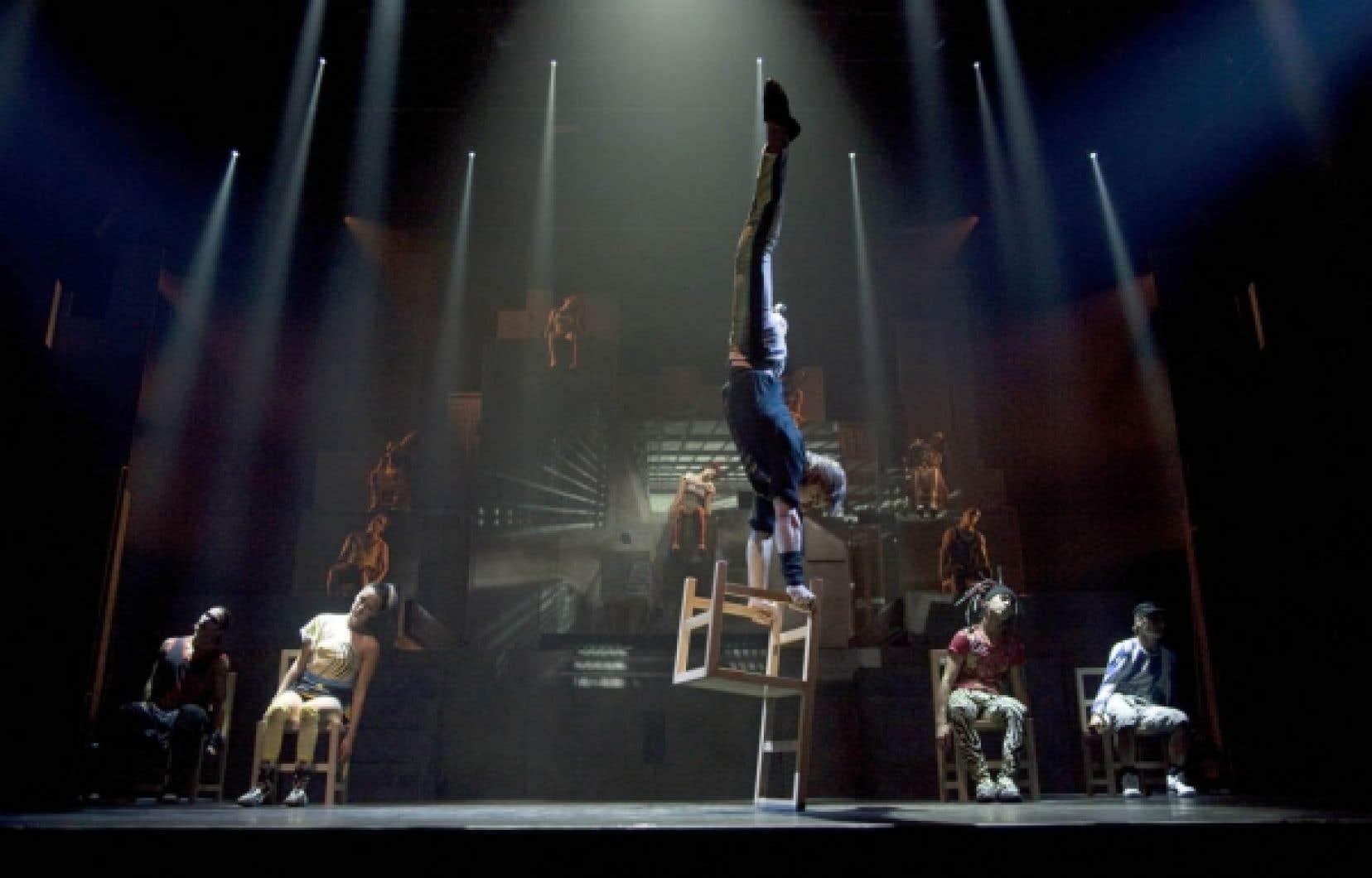 Toute la force de I.D. r&eacute;side dans la fusion entre la danse de rue, hautement acrobatique, et les num&eacute;ros de cirque de haut vol.<br />