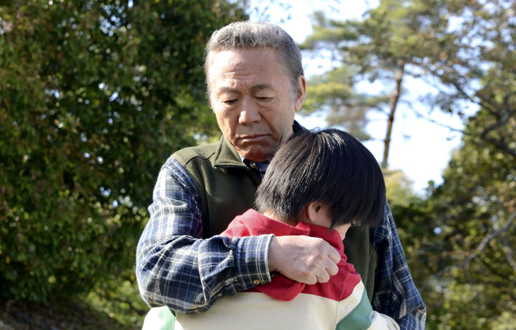 Du Japon, «Le maître du tofu» raconte le récit d'un vieil homme et de sa fille qui accueillent un garçon de 11ans, lointain parent, devenu orphelin lors du tsunami de 2011.