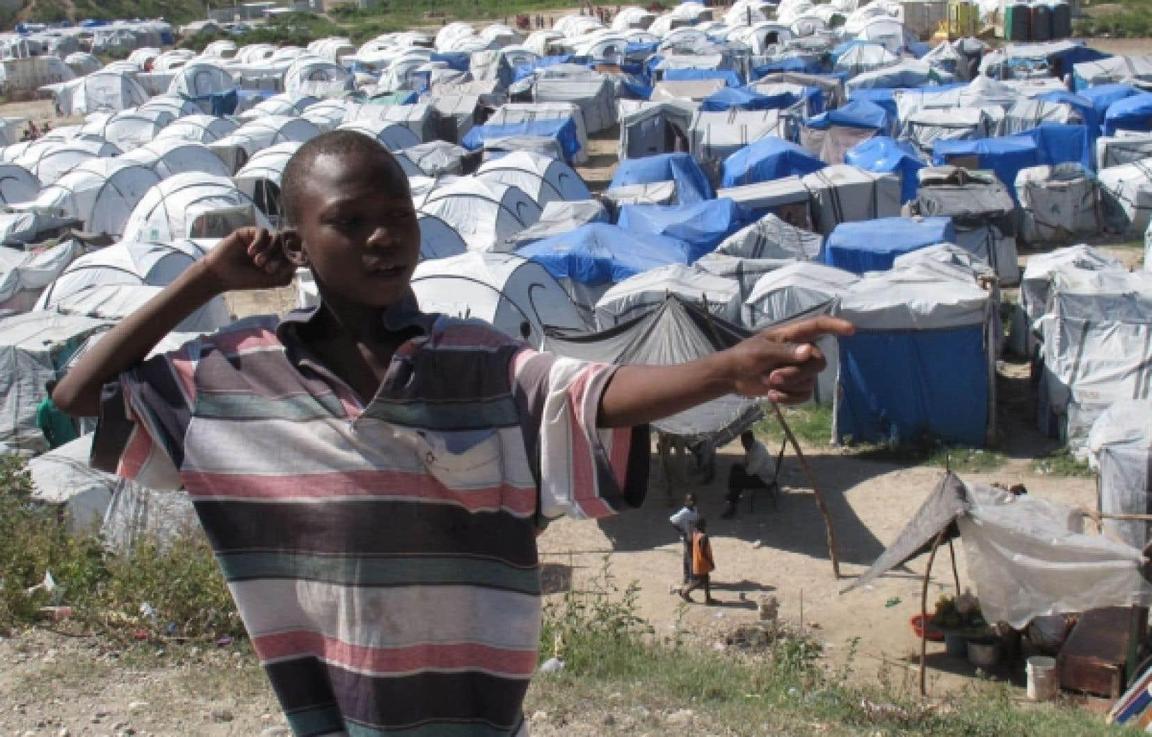 En Haïti, des milliers de déplacés vivent sous les tentes.<br />