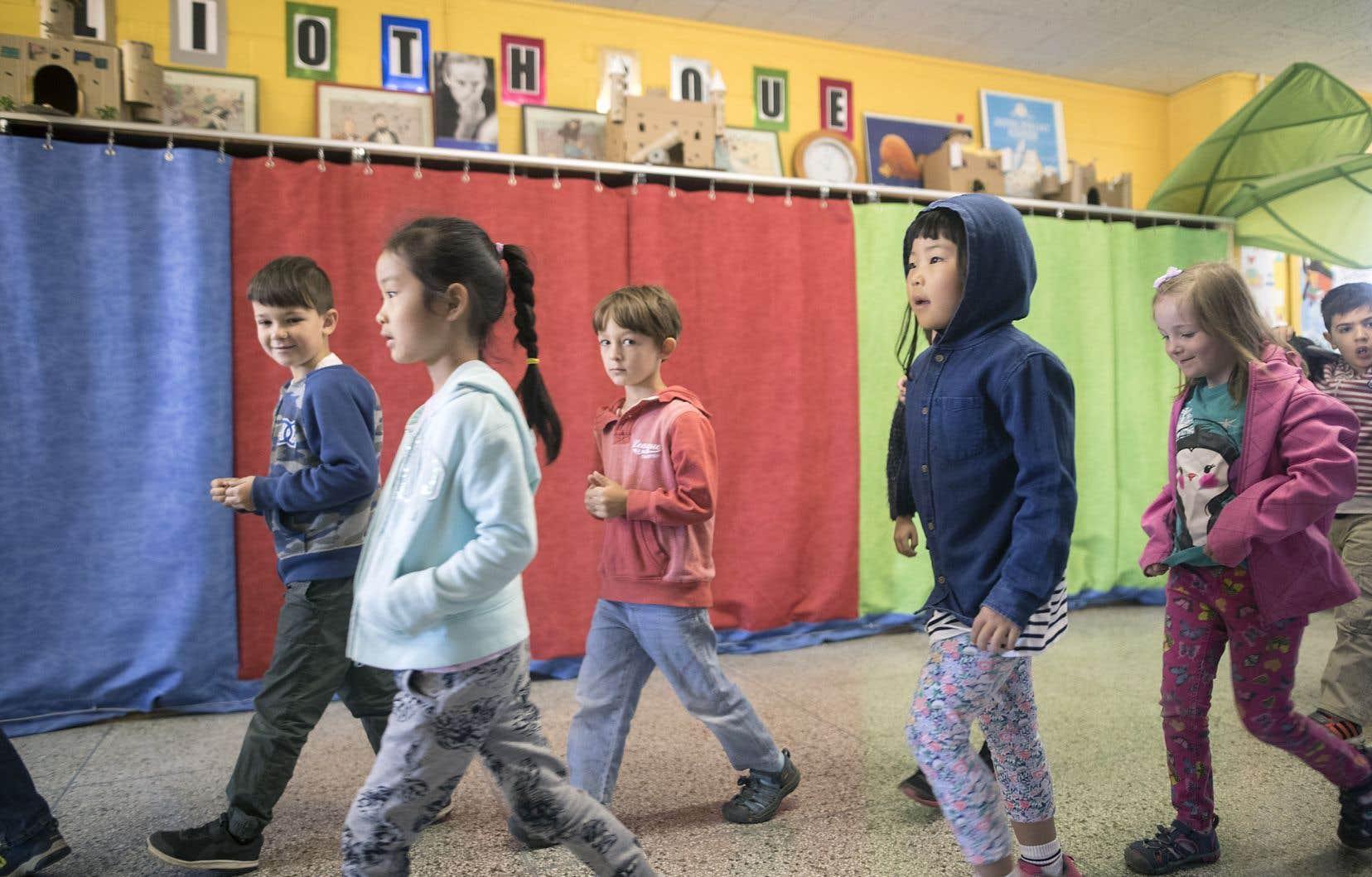 Les exemples d'écoles qui ont dû sacrifier leur bibliothèque au profit de classes supplémentaires se multiplient.