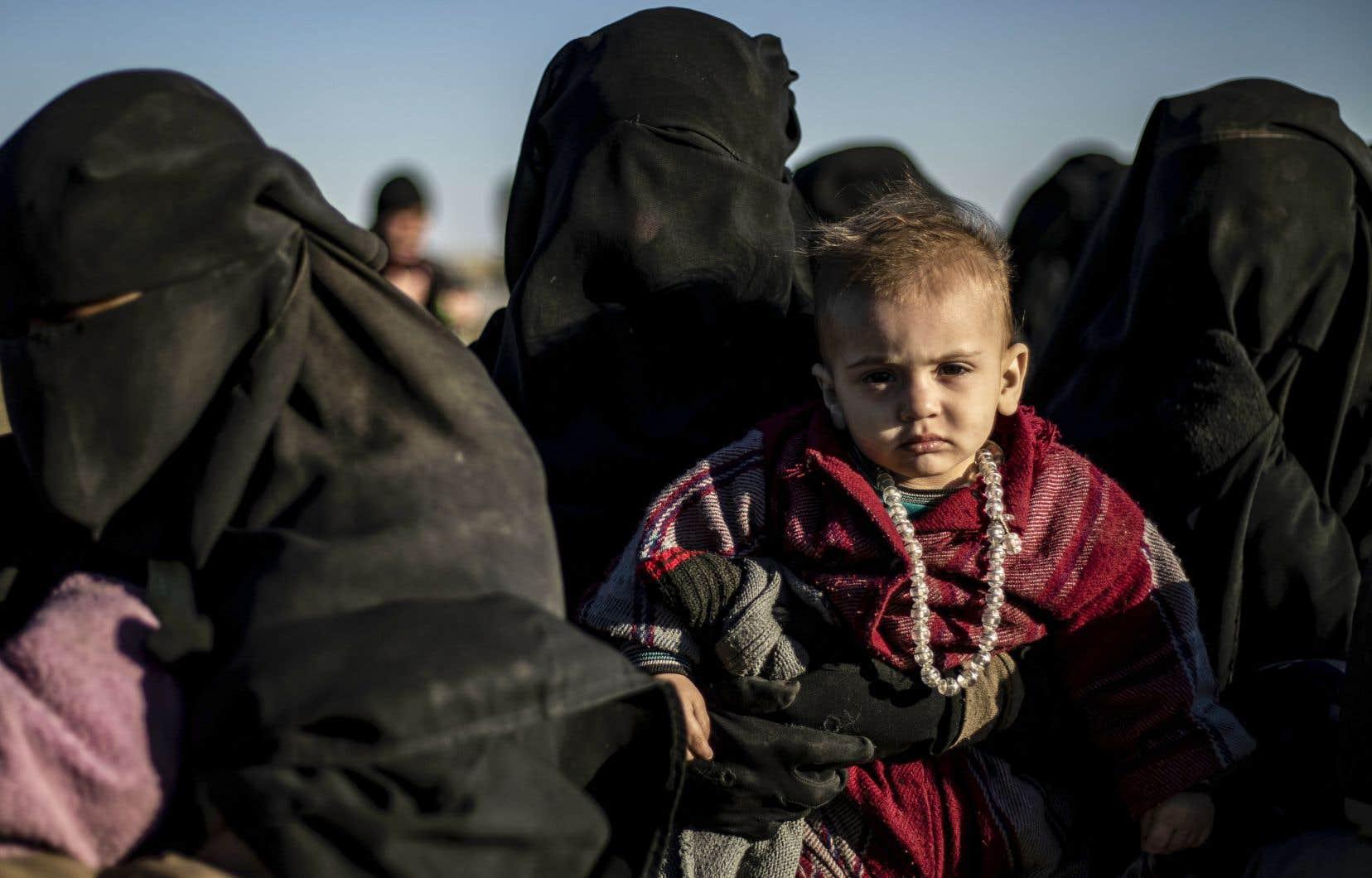 Lors de dernière opération d'évacuation, seule une poignée d'hommes se trouvaient parmi de nombreuses femmes, accompagnées de leurs enfants.