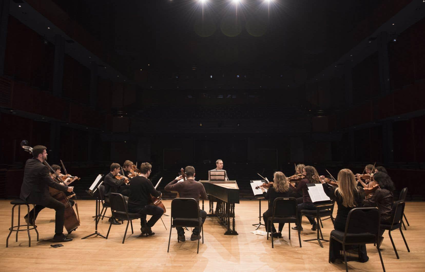 Les Violons du Roy et Jonathan Cohen en répétition