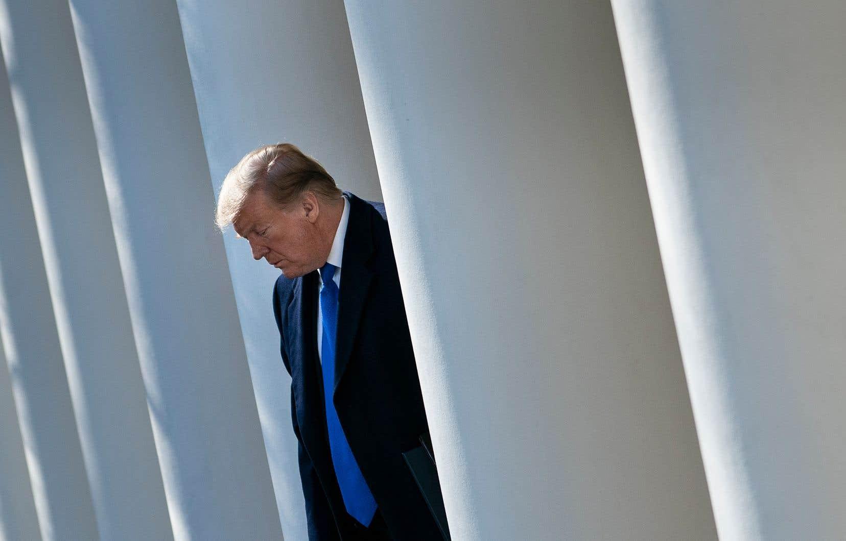 Une puissante commission parlementaire américaine, dirigée par les démocrates, a lancé lundi une vaste enquête sur Donald Trump.