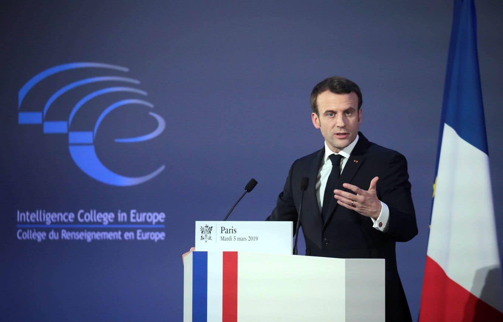 <p>Emmanuel Macrona voulu se poser en champion du camp pro-européen, soulignent analystes et responsables politiques.</p>