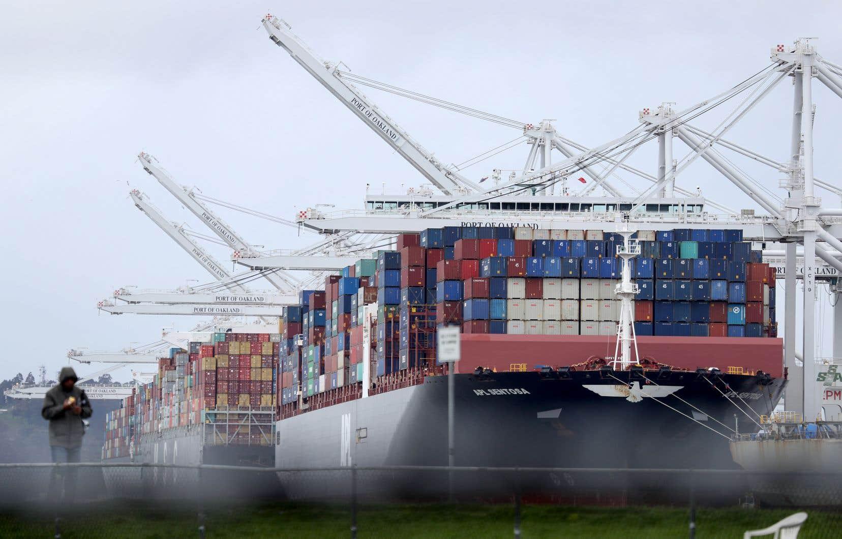 À la suite de tarifs douaniers adoptés notamment par les États-Unis, le commerce mondial a déjà «fortement ralenti» et «les nouvelles commandes mesurées dans de nombreux pays continuent à décliner», note l'OCDE.