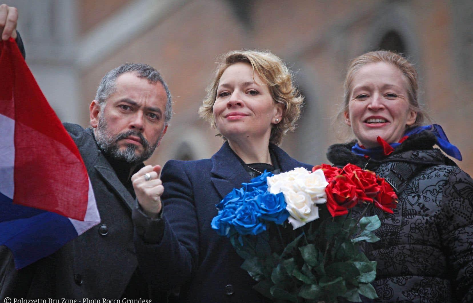 Le directeur artistique, baryton et siffleur Arnaud Marzorati et les sopranos Lara Neumann et Ingrid Perruche de La Clique des Lunaisiens