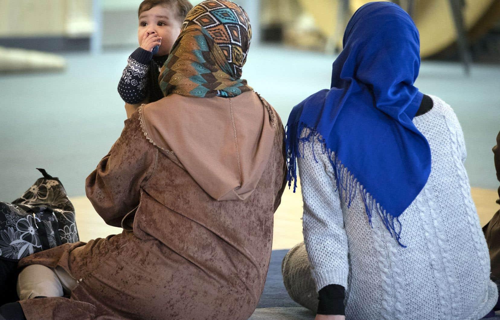L'islamophobie a une dimension intersectionnelle, reposant à la fois sur le sexisme, le racisme et l'appartenance religieuse, selon la FFQ.