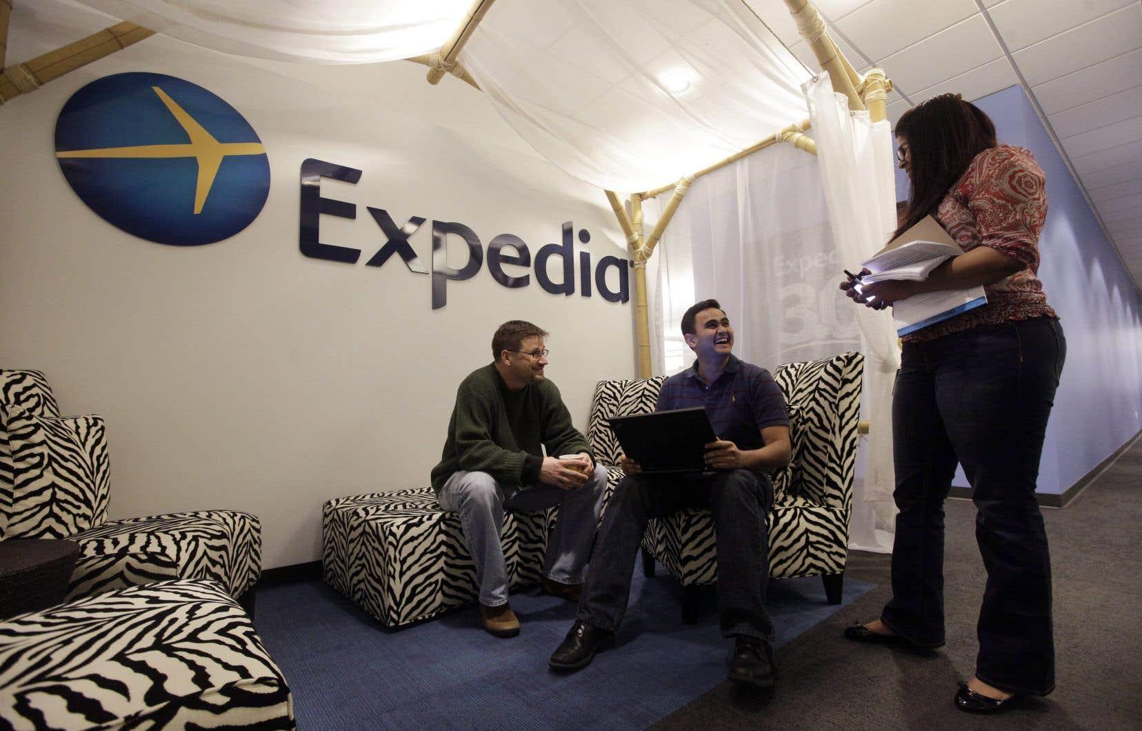 Des centaines de milliers de Québécois pourraient être dédommagés après avoir payé des frais dissimulés par les sites de réservation comme Expedia.
