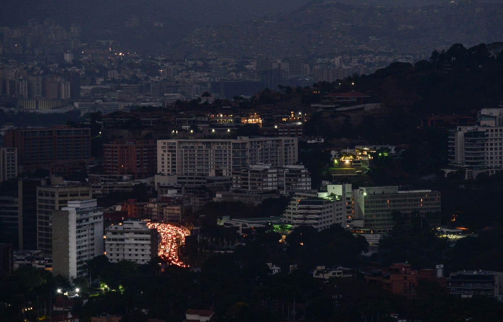 L'absence de courant a créé par endroits une situation sanitaire problématique et provoqué des décès dans les hôpitaux qui ne sont pas équipés de générateurs.