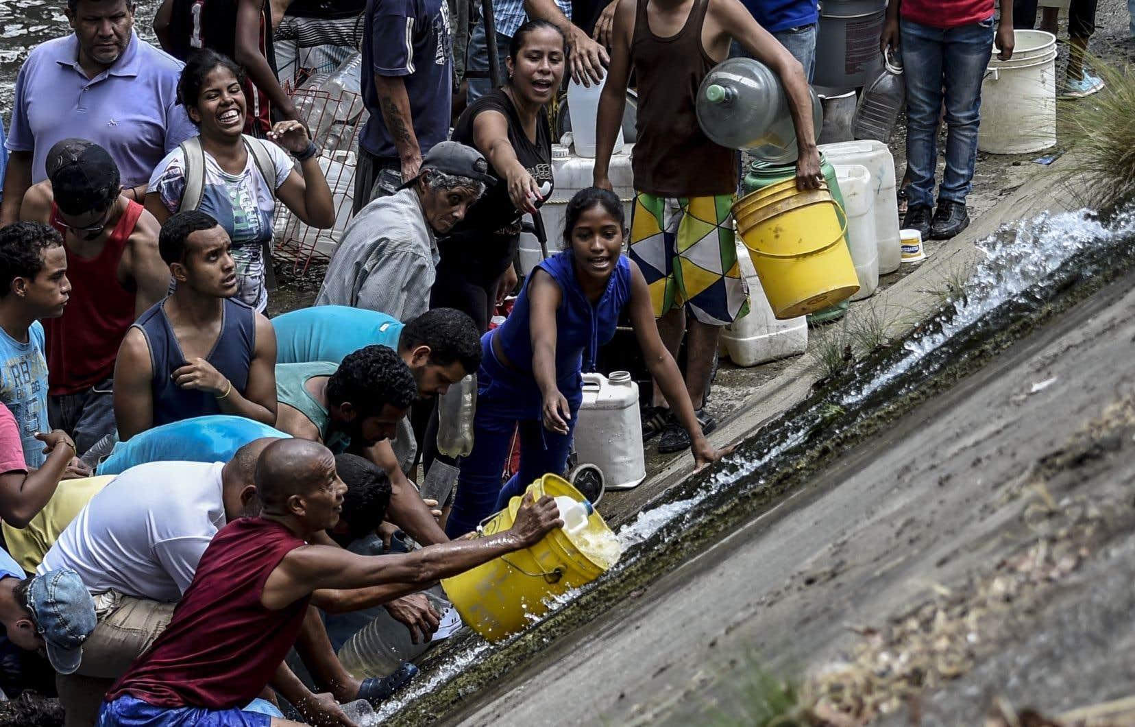 Au Venezuela, l'eau et la nourriture commencent à manquer alors que la population fait face à la pire crise énergétique de l'histoire du pays.