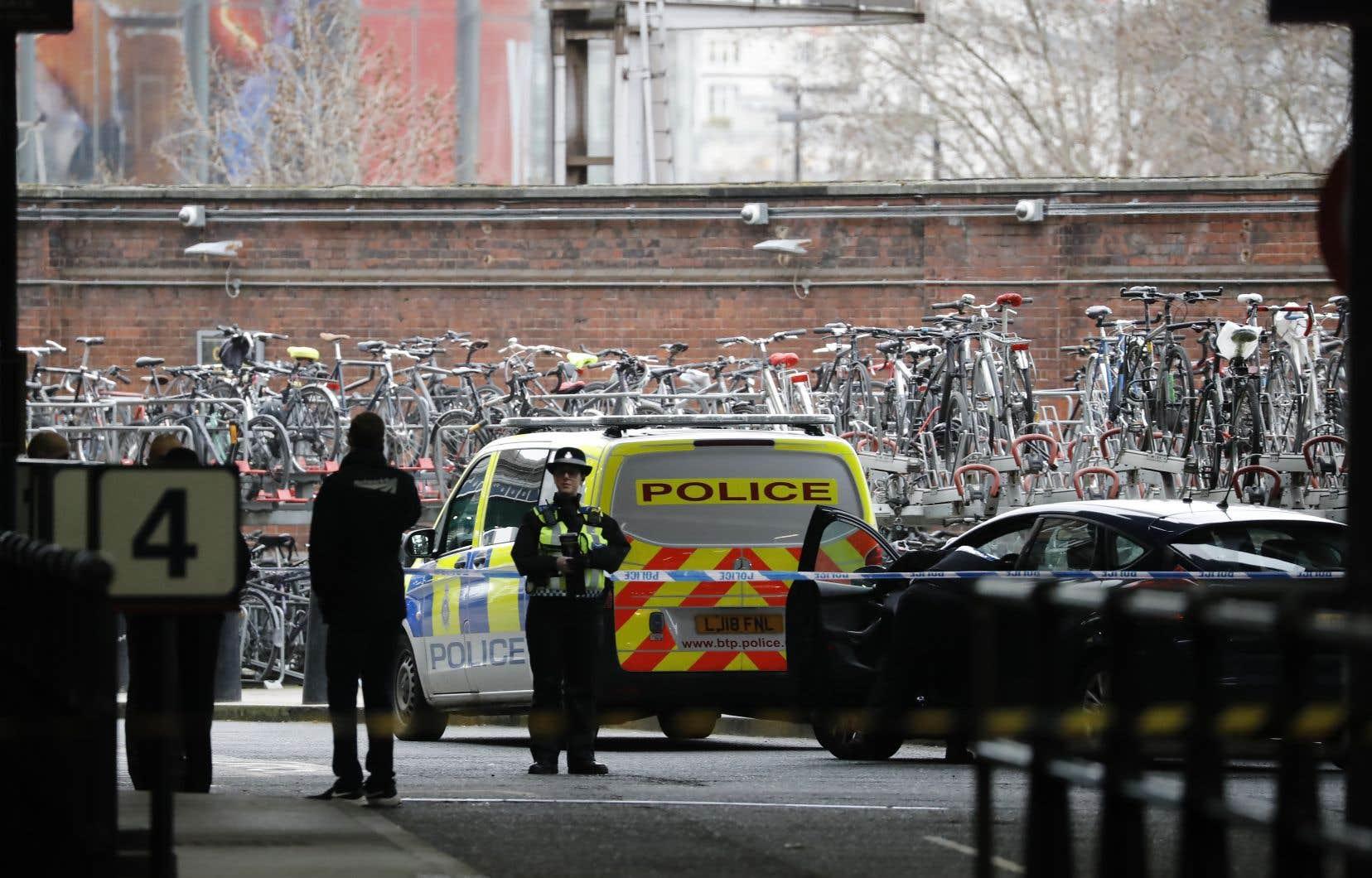Le 5 mars, trois «petits engins explosifs» qui se trouvaient dans des enveloppes matelassées avaient été trouvés à Londres.