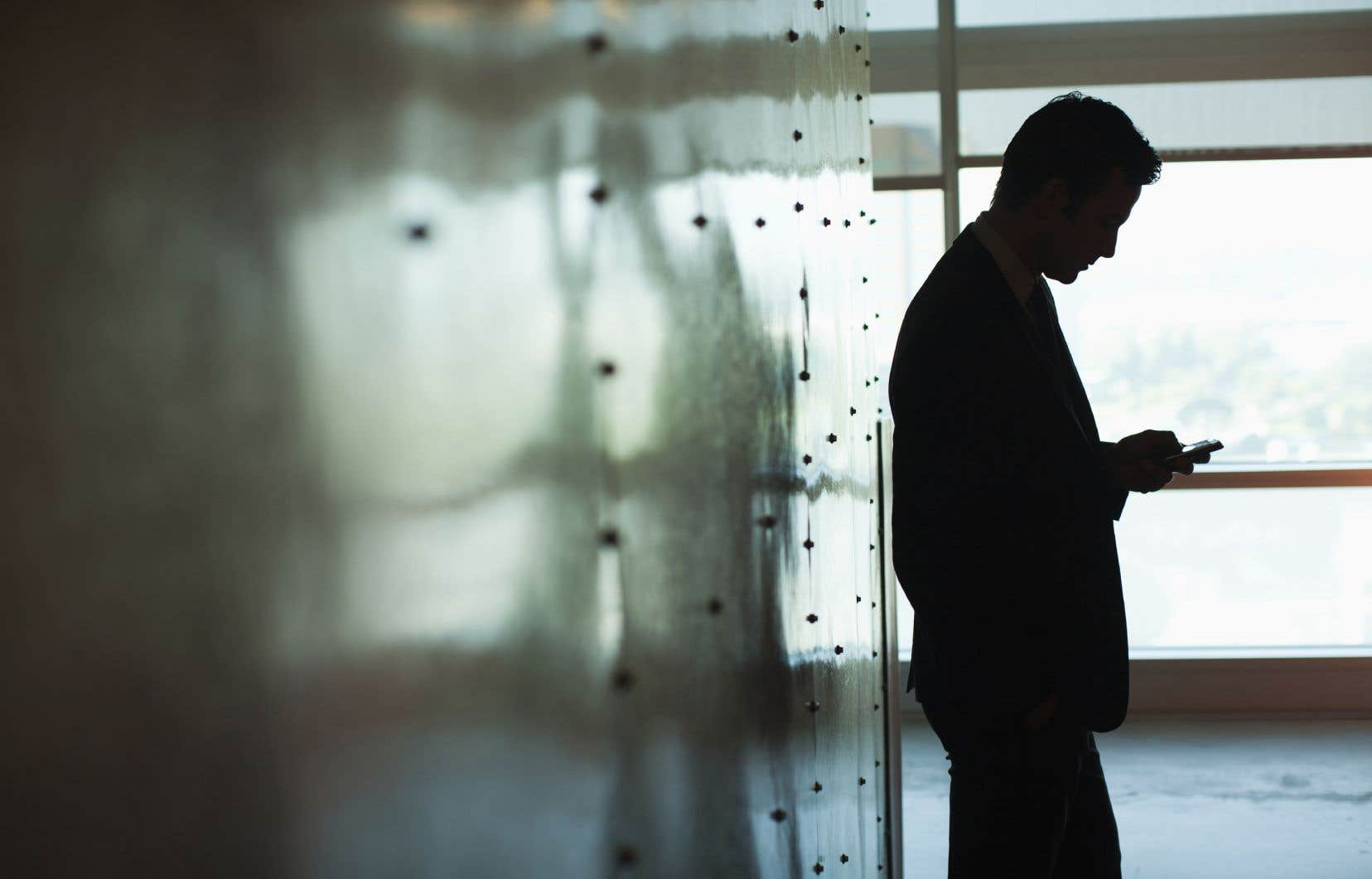 Ces nouvelles règles doivent mettre en place des «canaux sûrs» pour que des individus puissent signaler, en interne ou publiquement, des infractions au sein d'une entreprise ou de l'administration, sans craindre des représailles.