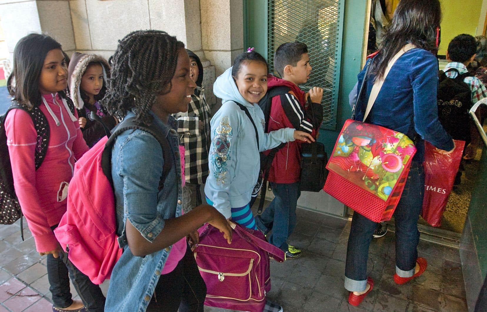 L'école accueille des enfants, par définition influençables, et se doit de préserver les conditions d'acquisition des savoirs et de la culture universelle.