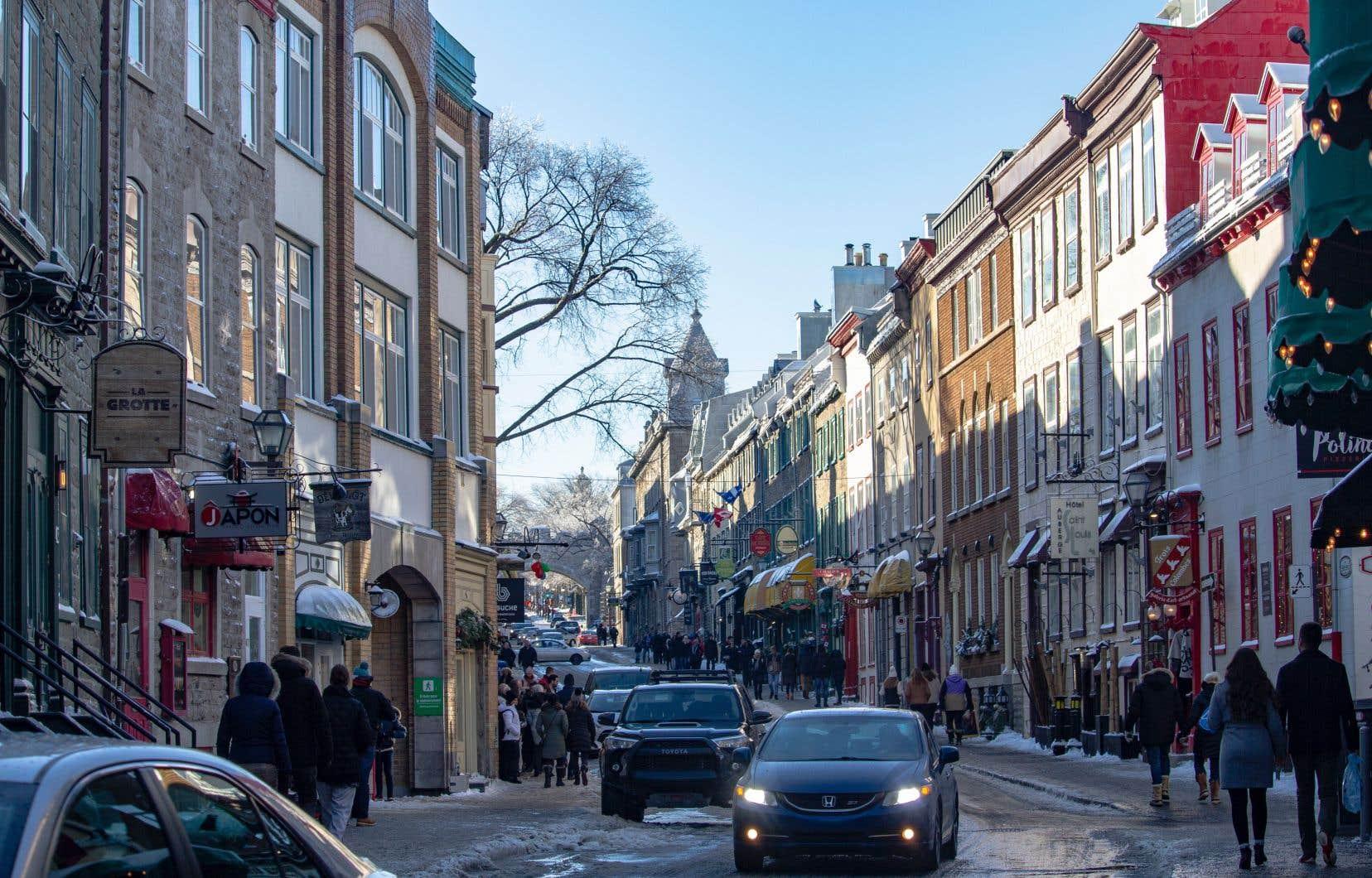 La Ville de Québec a dévoilé lundi son plan d'action pour encadrer l'hébergement touristique offert sur des plateformes en ligne comme Airbnb.