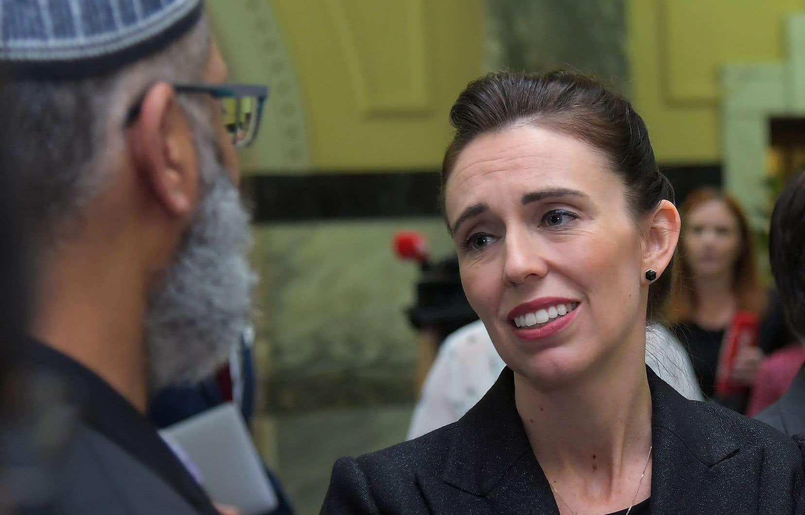 La première ministre de Nouvelle-Zélande, Jacinda Ardern, en compagnie d'un leader musulman