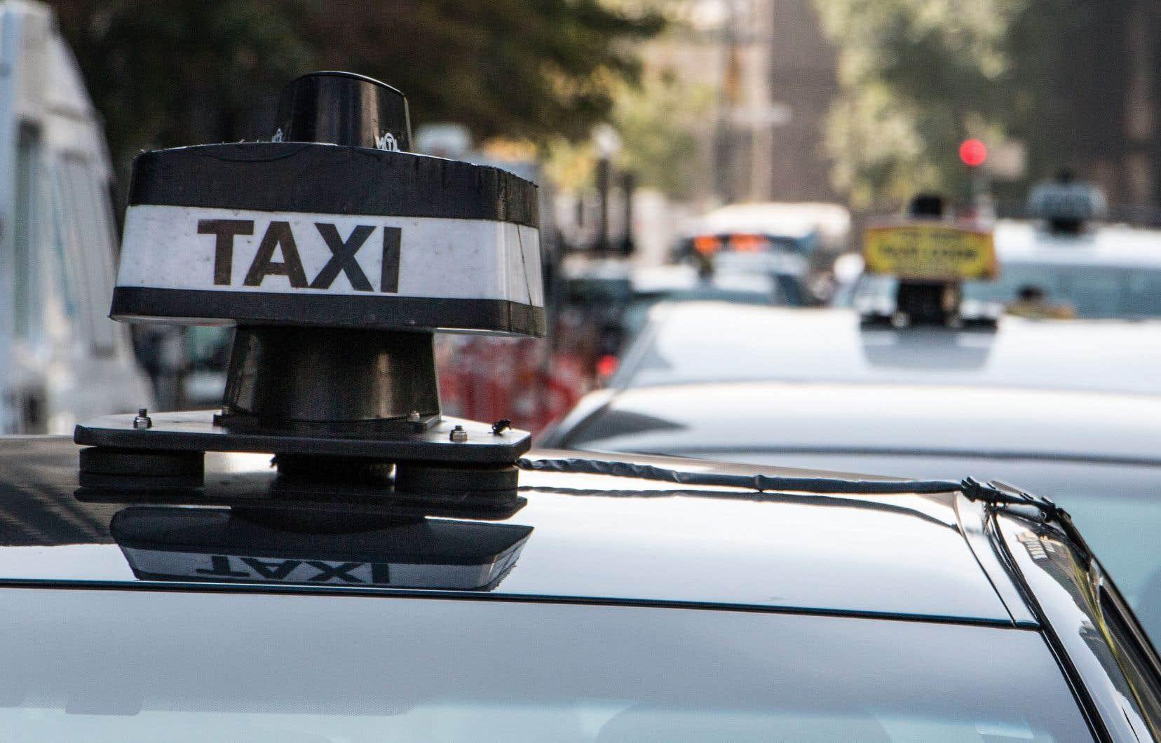 Le gouvernement compensera les détenteurs de permis de taxi dont la valeur a chuté depuis l'arrivée d'Uber et d'autres applications technologiques.