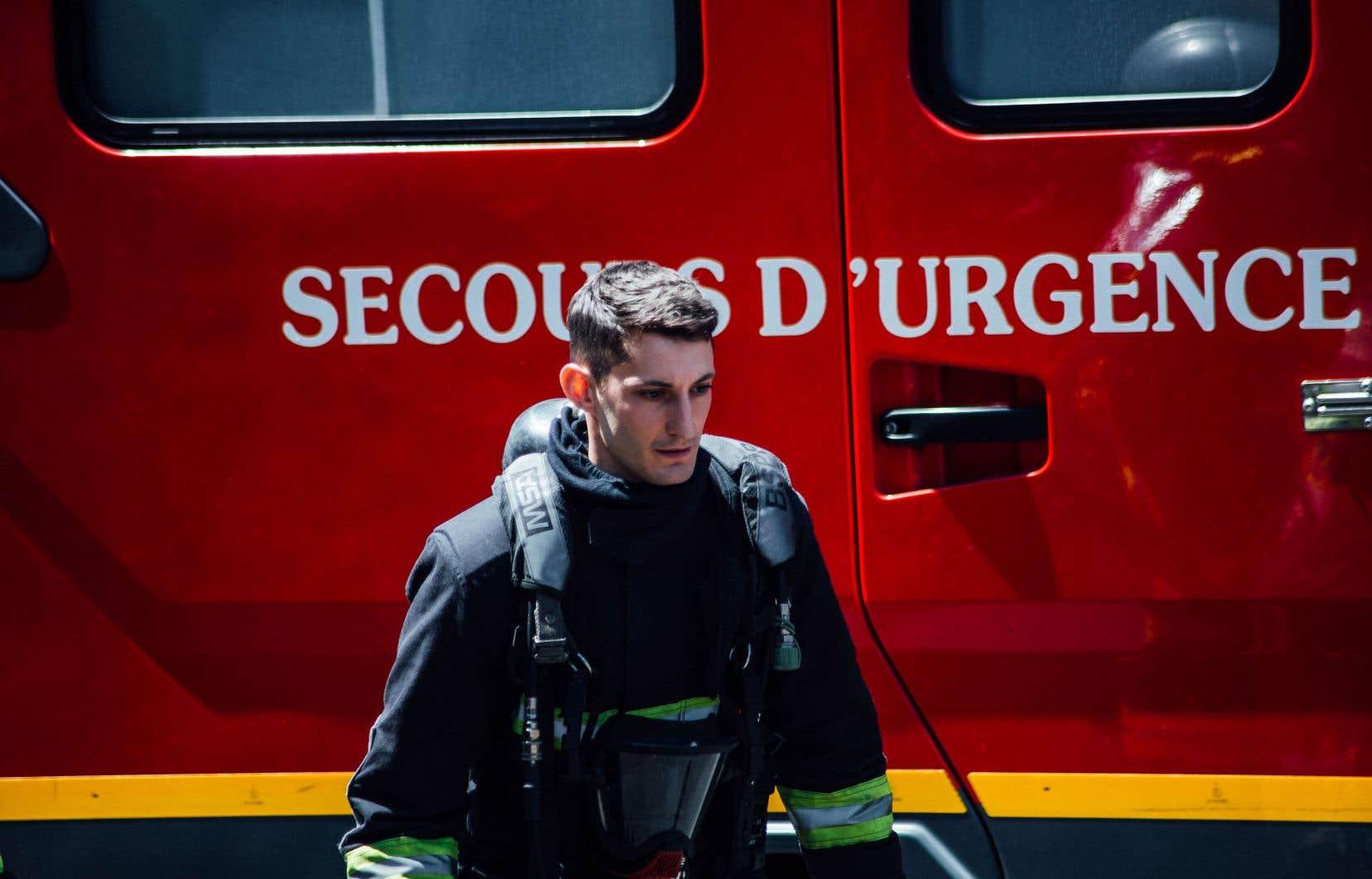 Franck (Pierre Niney) est un sapeur-pompier de Paris. Il sauve des gens. Il vit dans la caserne avec sa femme qui accouche de jumelles. Et son destin se brise…