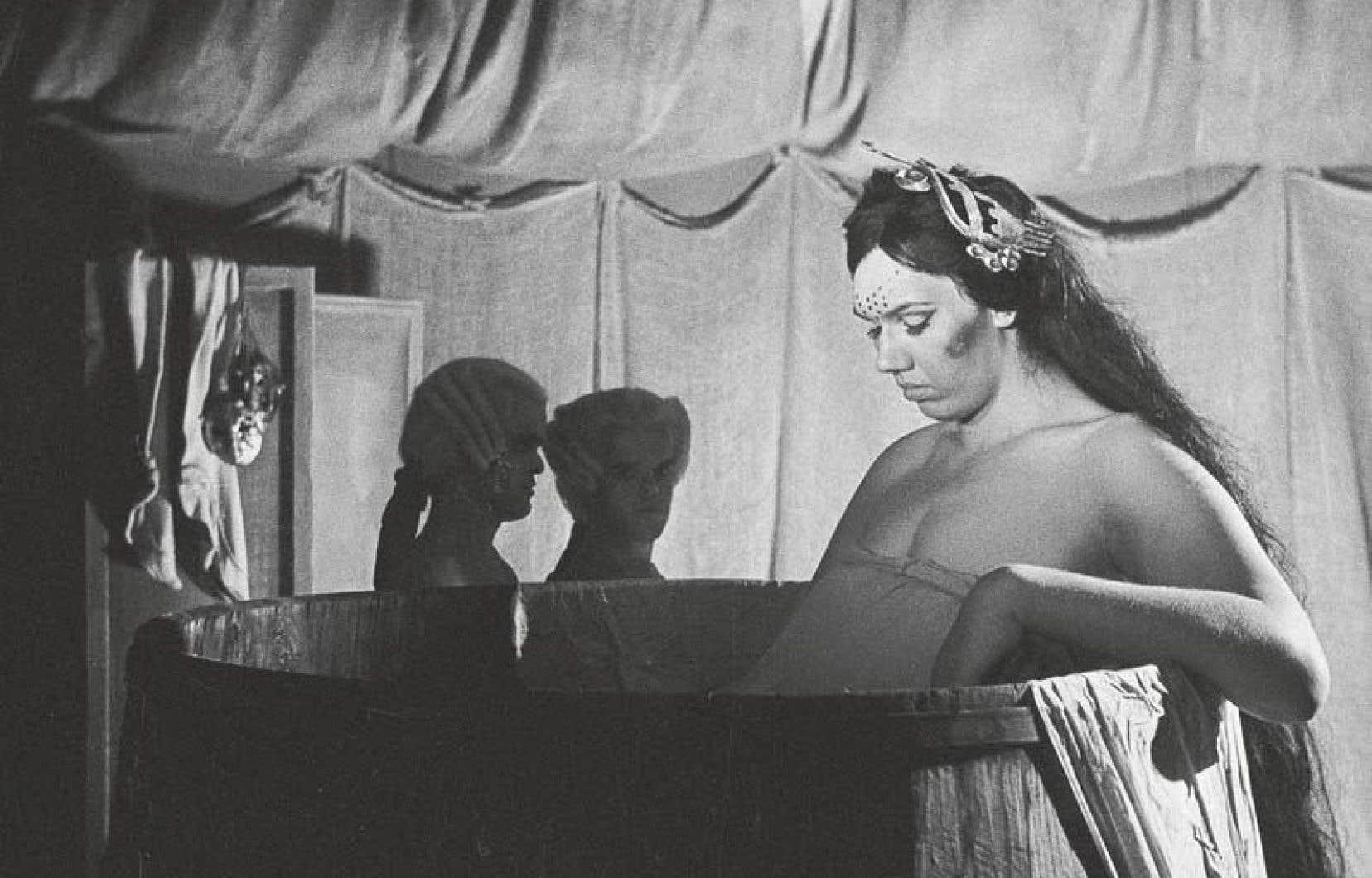 De curiosité de quartier à star du «Casanova» de Fellini, Sandy Allen est restreinte au regard des autres, à la pitié et à la fascination.