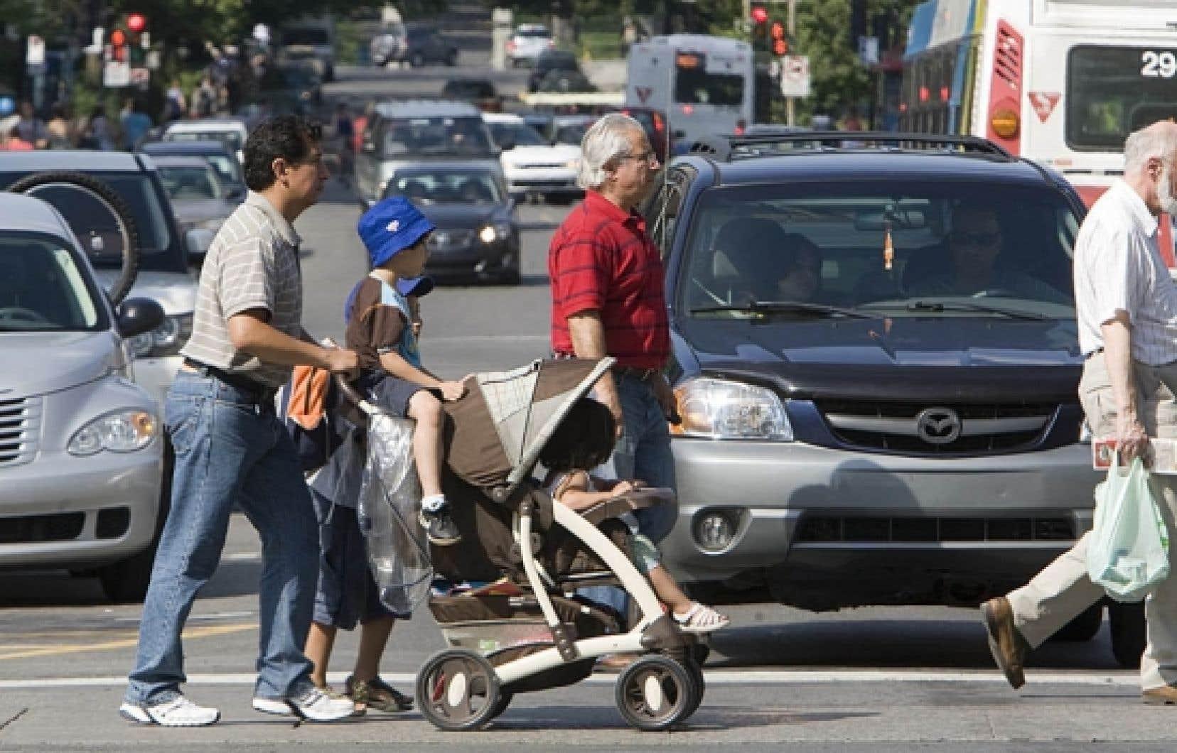 L'arrondissement de Côte-des-Neiges–Notre-Dame-de-Grâce a adopté un Plan de circulation pour l'ensemble de son territoire avec deux objectifs clairs: minimiser le trafic de transit dans les petites rues et maximiser la sécurité des piétons.<br />