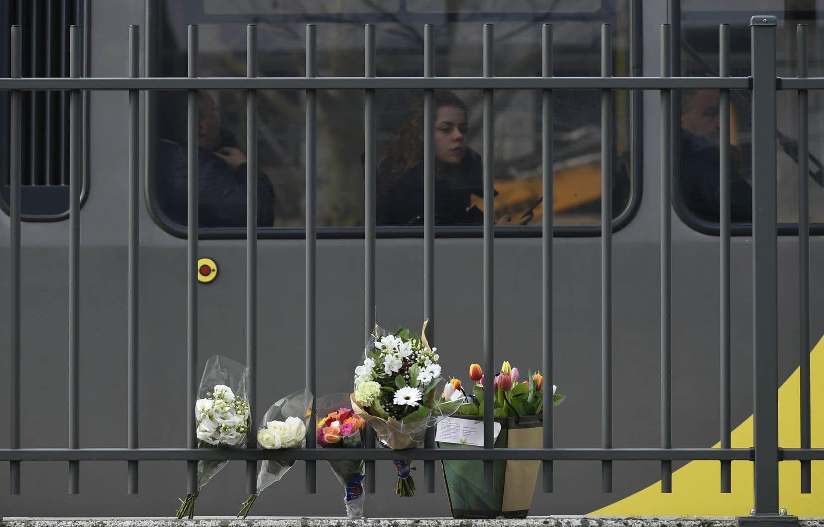 La fusillade dans un tramway a fait trois morts et sept blessés, dont trois grièvement atteints.