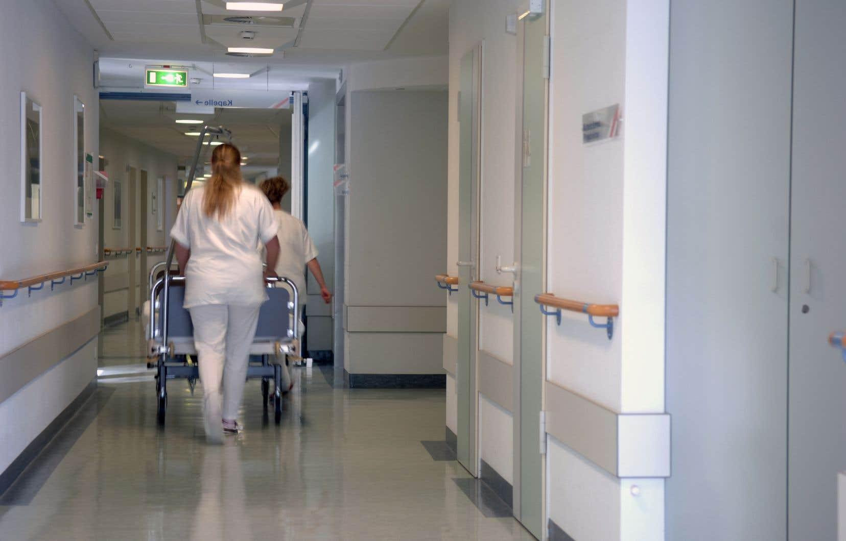 La ministre mise sur une entente «imminente» avec la Fédération des médecins spécialistes, qui garantira la venue de chirurgiens dans les hôpitaux ruraux lorsqu'on manquera de spécialistes sur place.