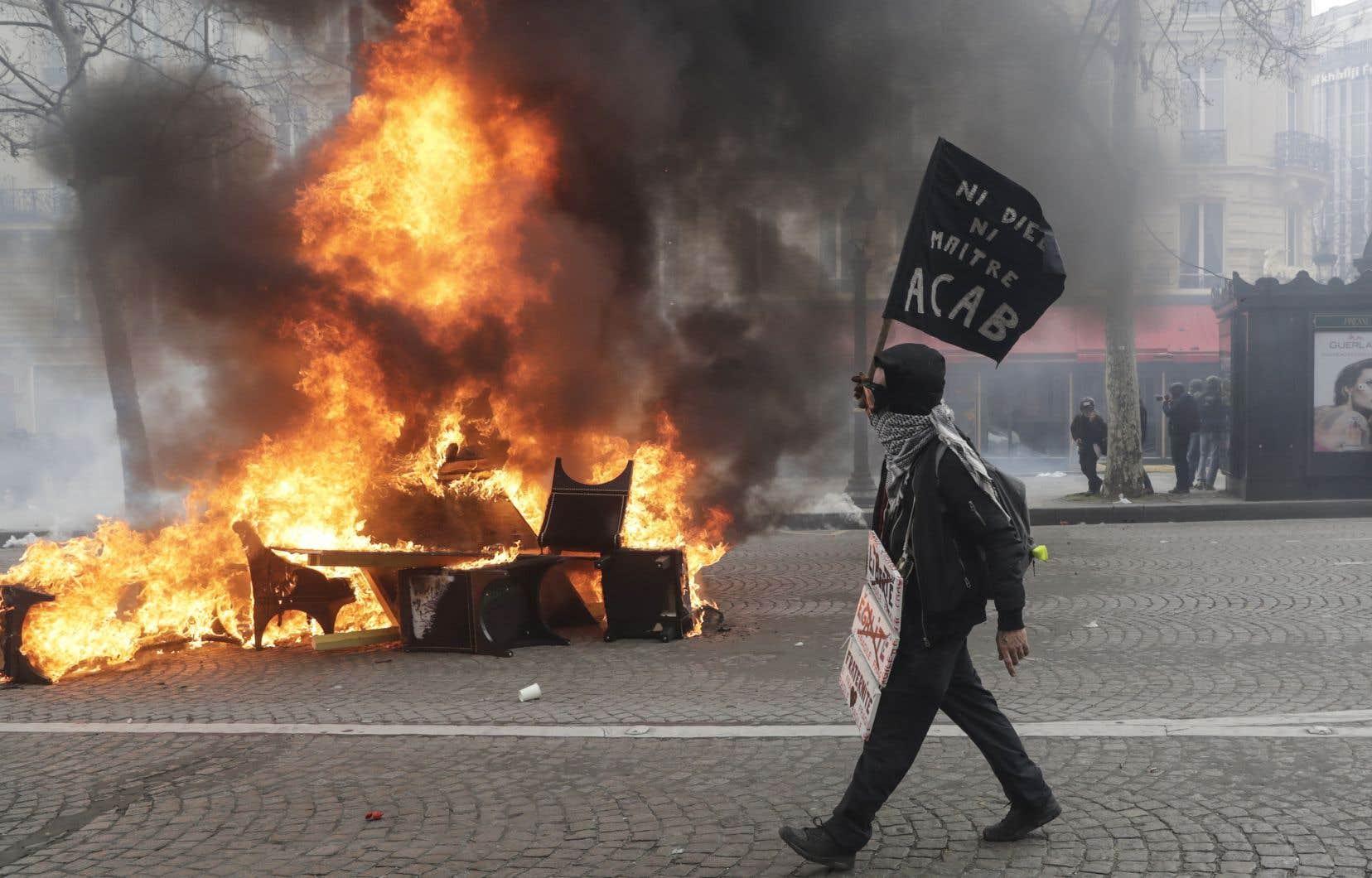 Samedi dernier, la journée de mobilisation des gilets jaunes s'était soldée par des affrontements avec les forces de l'ordre et des pillages sur les Champs-Élysées.