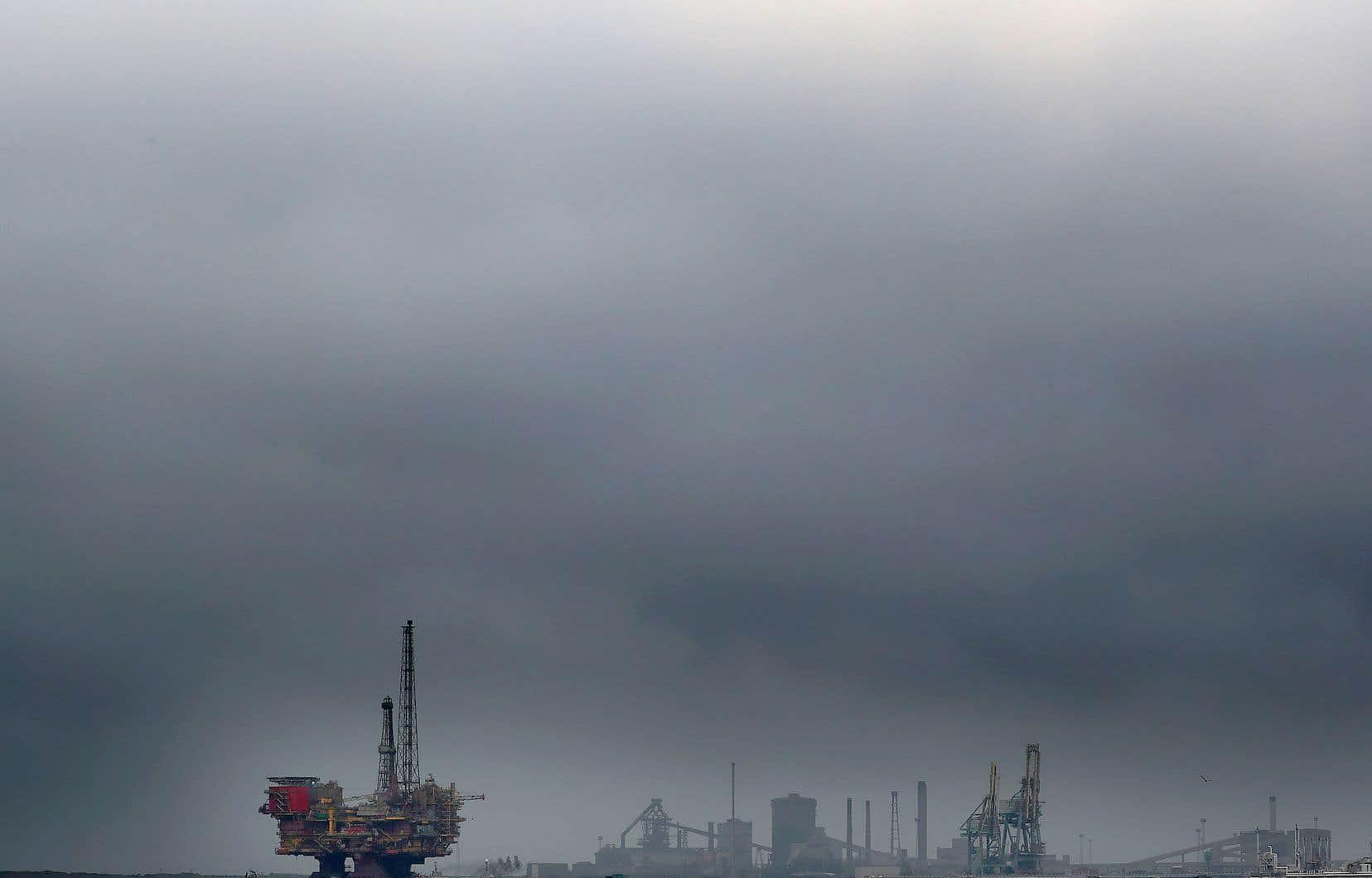 Une ONG a étudié les comptes, registres de lobbying et éléments de communications produits par les cinq principaux groupes pétroliers et gaziers.