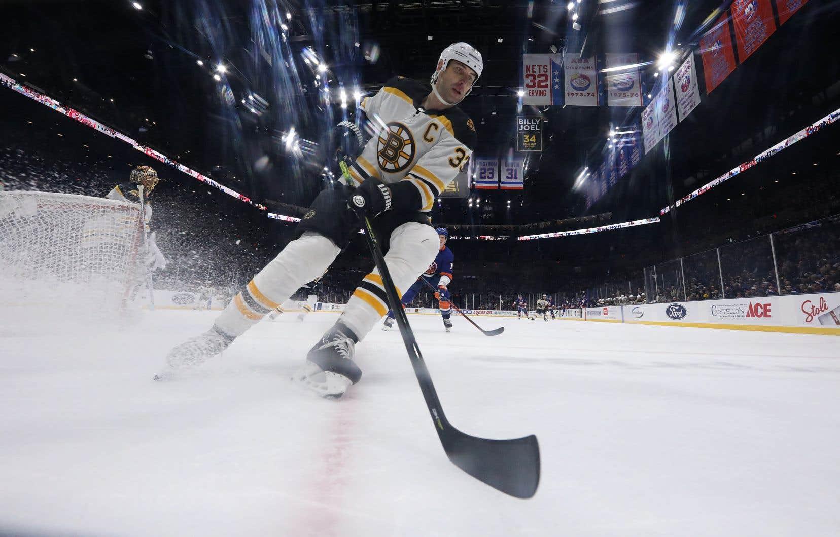 Âgé de 42ans, le défenseur slovaque complète sa 21ecampagne dans la LNH et sa 13eavec les Bruins.