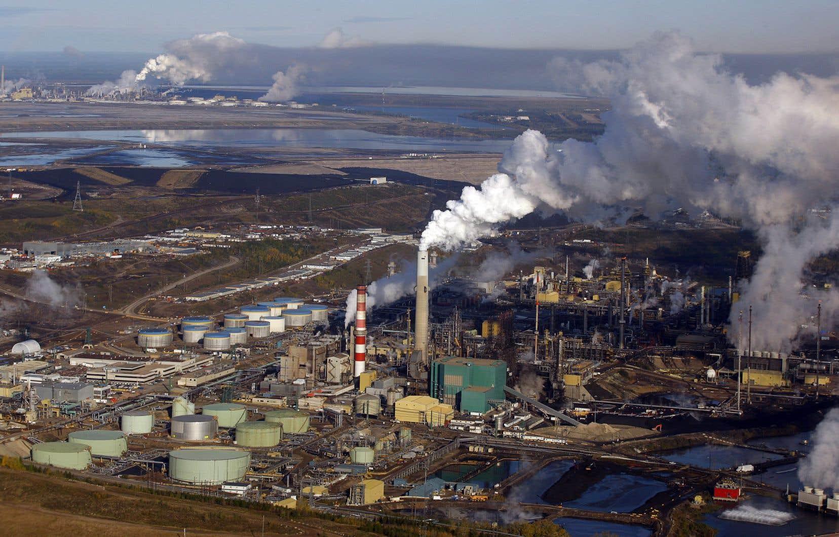 La part des énergies fossiles dans le total ne s'est pas réduite, mais s'est maintenue aux alentours de 80% depuis trois décennies.