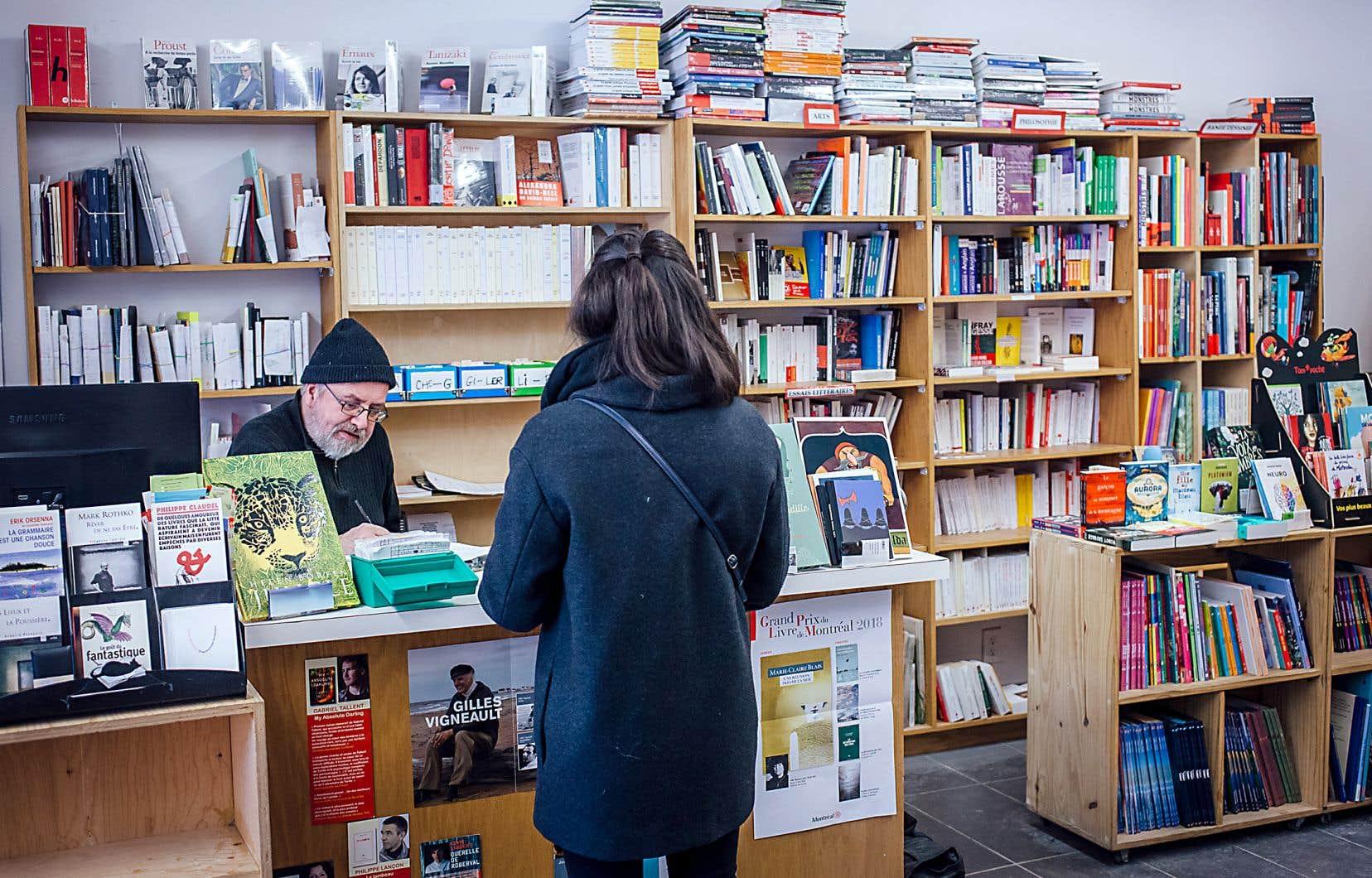 Le libraire Roger Chénier a observé, depuis le déménagement de la librairie L'Écume des jours de la rue Saint-Viateur à la rue Villeray il y a plus de quatre ans, un rajeunissement de la clientèle et une hausse des ventes de littérature québécoise.