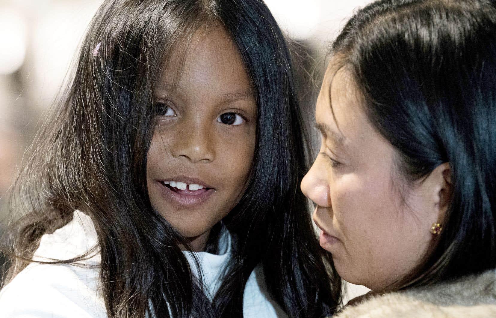 Vanessa Rodel et sa fille Keana sont arrivées mardi à Montréal, où elles s'établiront après avoir obtenu le statut de réfugiées, un statut qu'elles aimeraient bien voir accordé aux autres «anges gardiens» restés derrière, à Hong Kong.