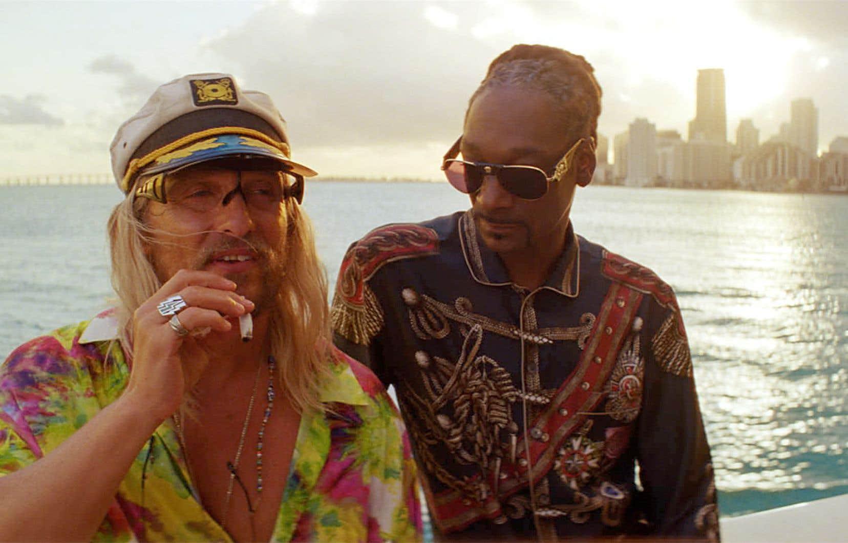 Le jeu dénué d'affectation de Snoop Dogg offre un contraste révélateur avec celui, hyperposeur, de la star Matthew McConaughey.