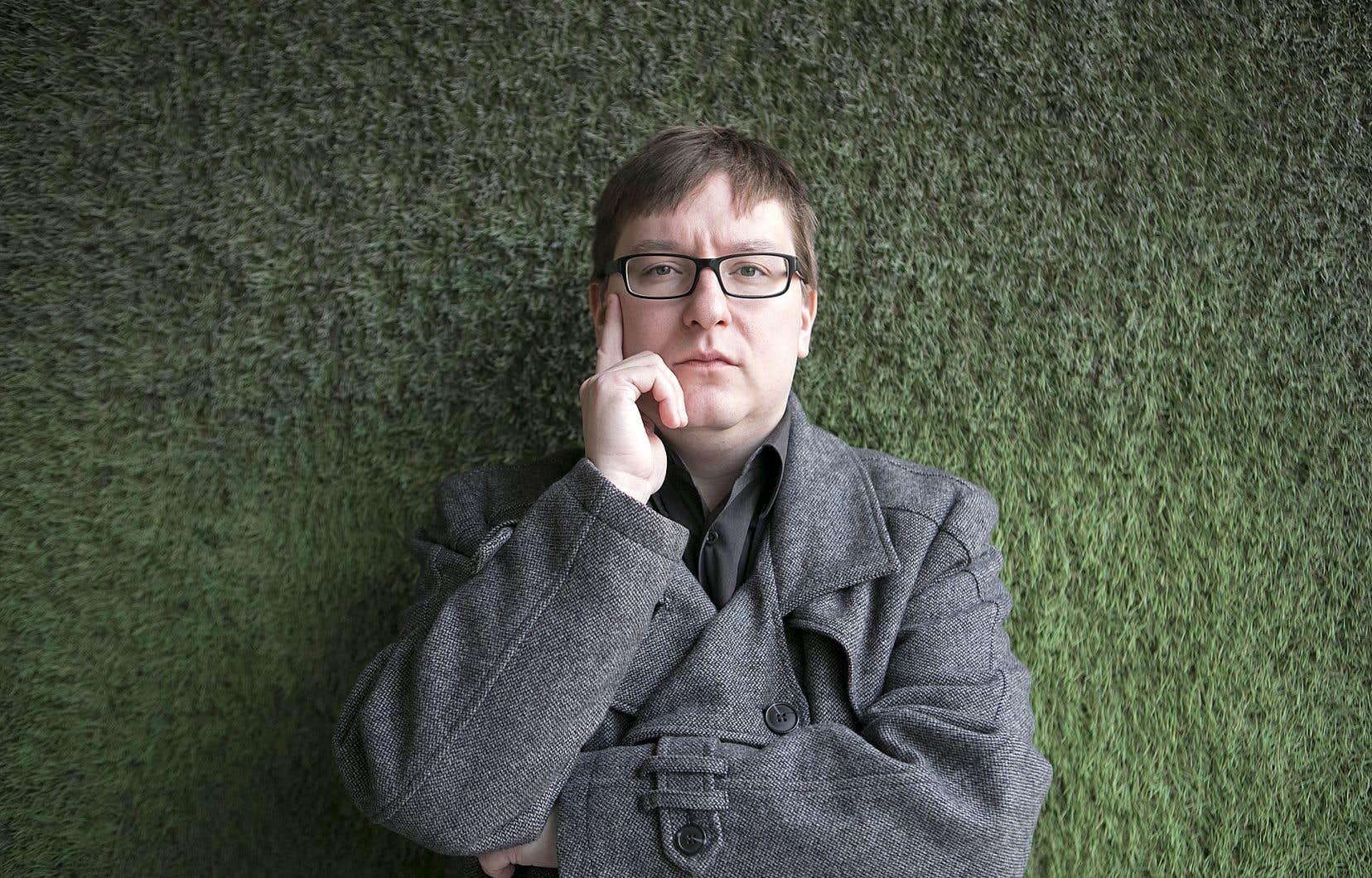 Éric Falardeau travaille depuis plus d'une décennie sur le thème du corps au centre de la pornographie et du «gore».