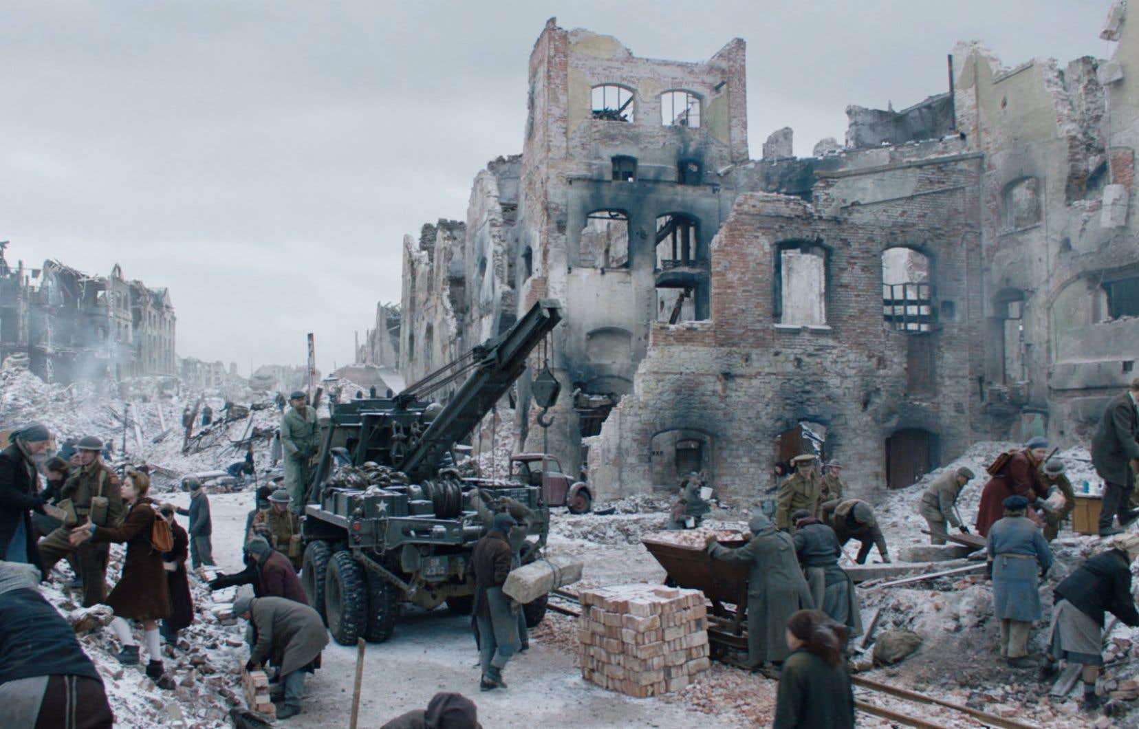 Le film se déroule dans la ville allemande de Hambourg, ravagée au lendemain de la Deuxième Guerre mondiale.