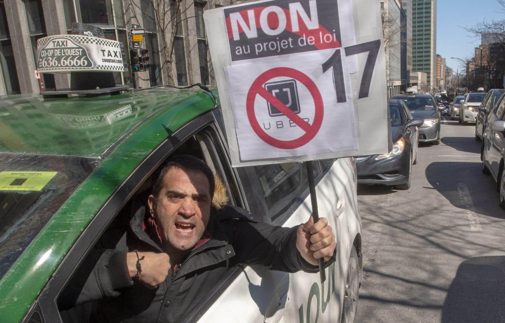 <p>L'industrie du taxi a annoncéla suspension de tout moyen de pression des chauffeurs, jusqu'à nouvel ordre.</p>