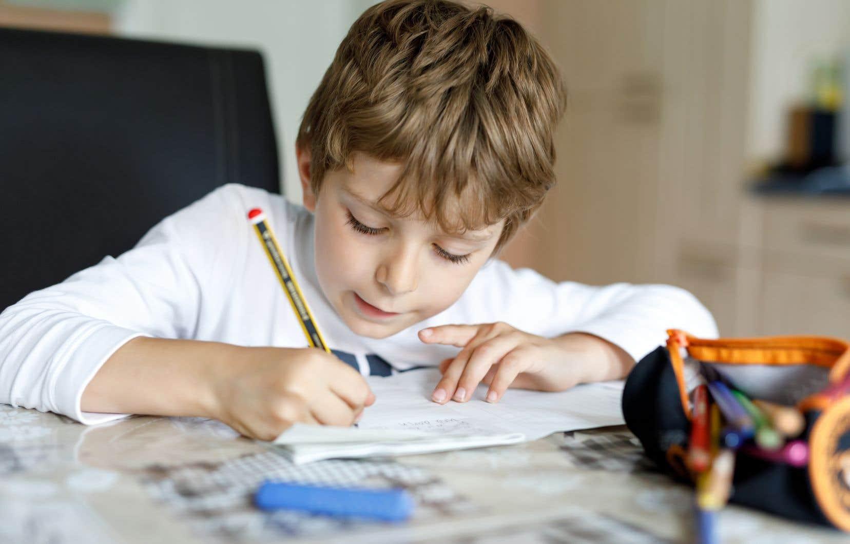 «Les familles qui font l'enseignement hors de l'école participent activement, quotidiennement et avec enthousiasme à la création, à l'enrichissement et au renouvellement de l'espace collectif», rappellent les auteurs.