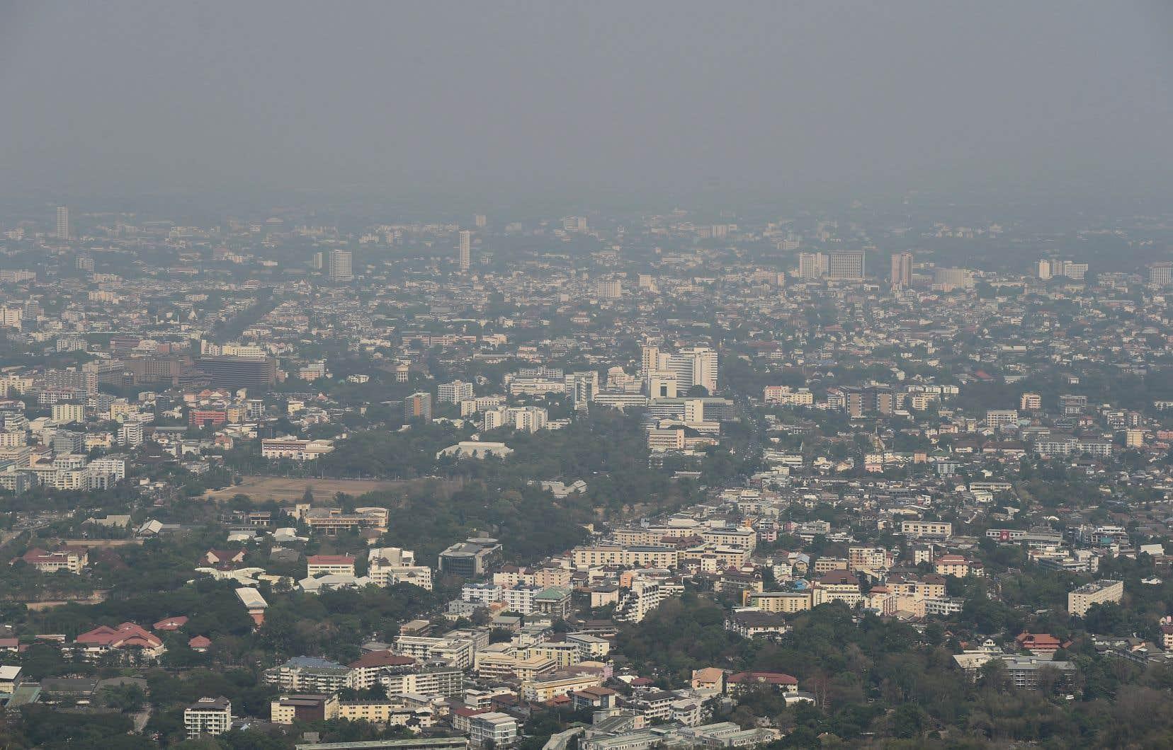 <p>En Asie de l'Est, la pollution de l'air raccourcira la vie de 23 mois, et d'une vingtaine de semaines pour ceux qui sont nés dans les pays développés de l'Asie Pacifique et de l'Amérique du Nord.</p>