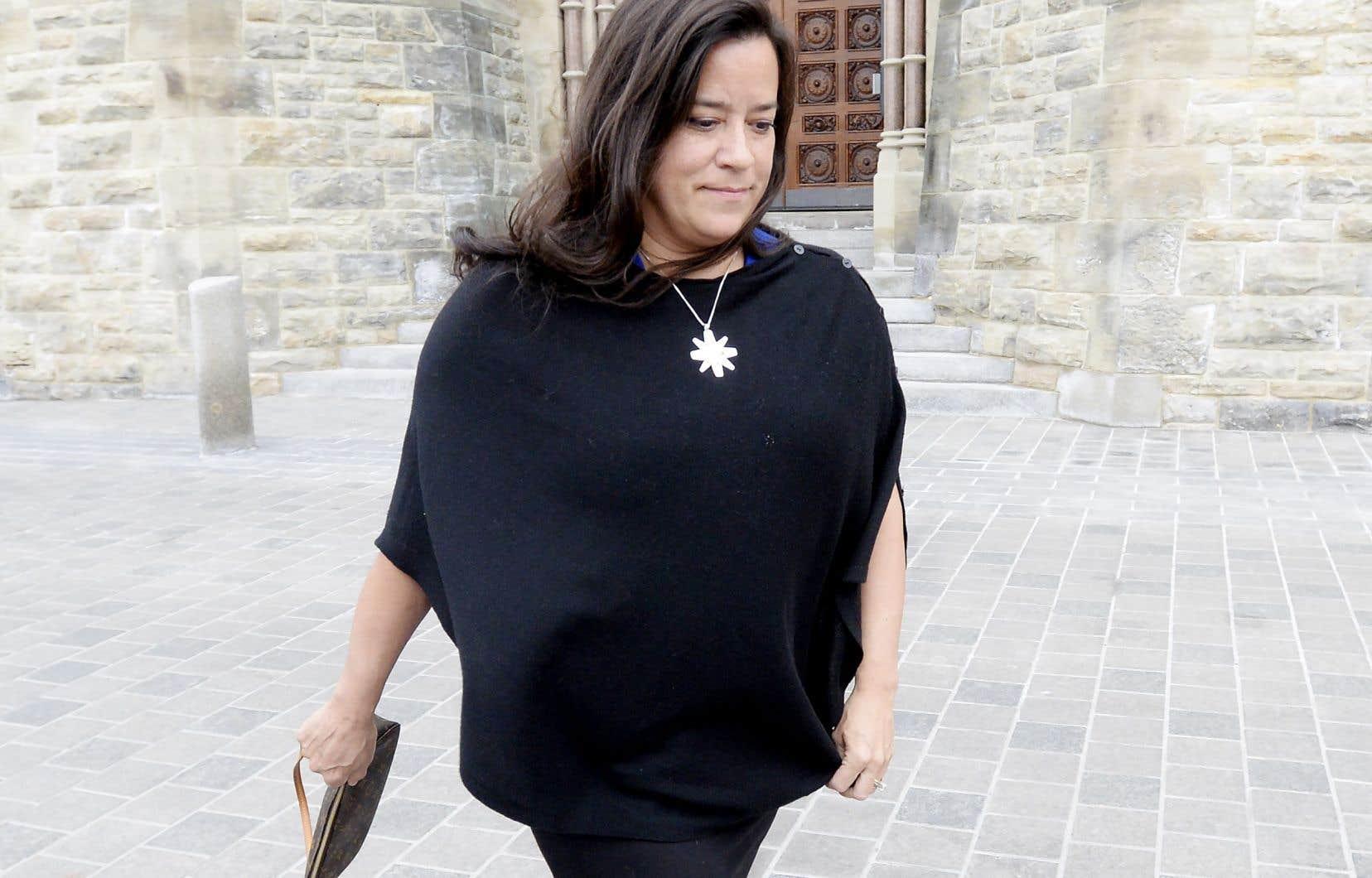 Plusieurs électeurs qui ont appuyé Jody Wilson-Raybould aux dernières élections se disent déçus de son expulsion et entendent encore la soutenir si elle se présente en tant qu'indépendante.