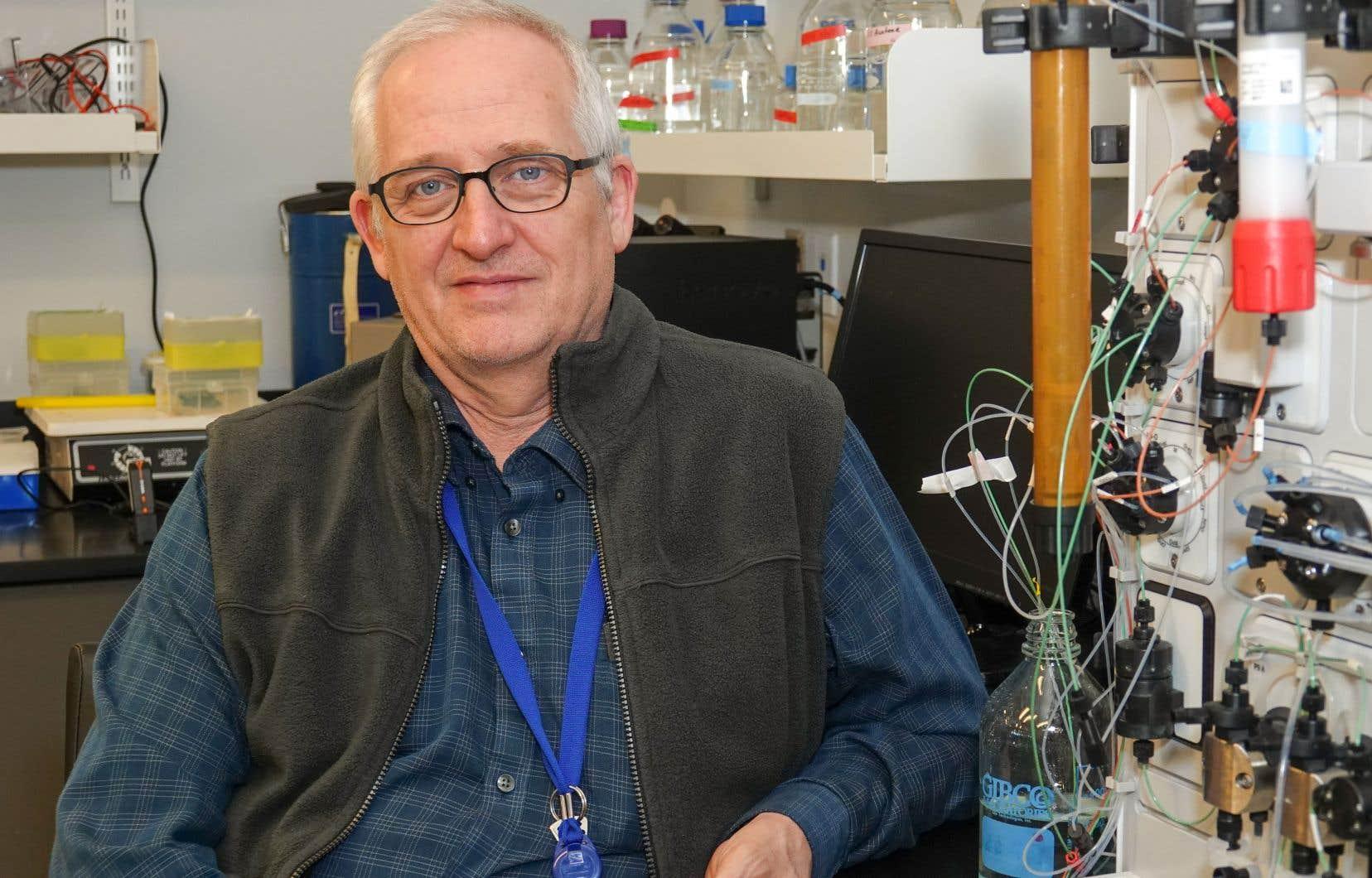 Le chercheur Steven Laplante dans son laboratoire