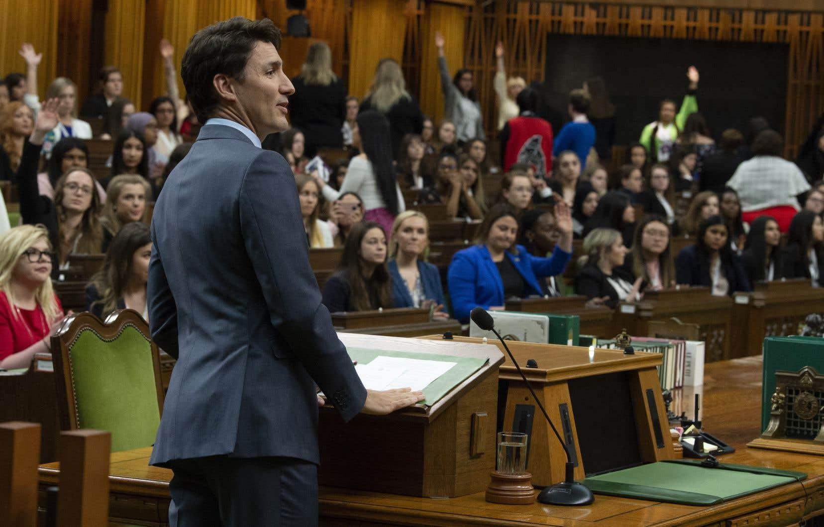Le premier ministre a livré un discours devant les «héritières du suffrage», dont certaines lui ont tourné le dos.